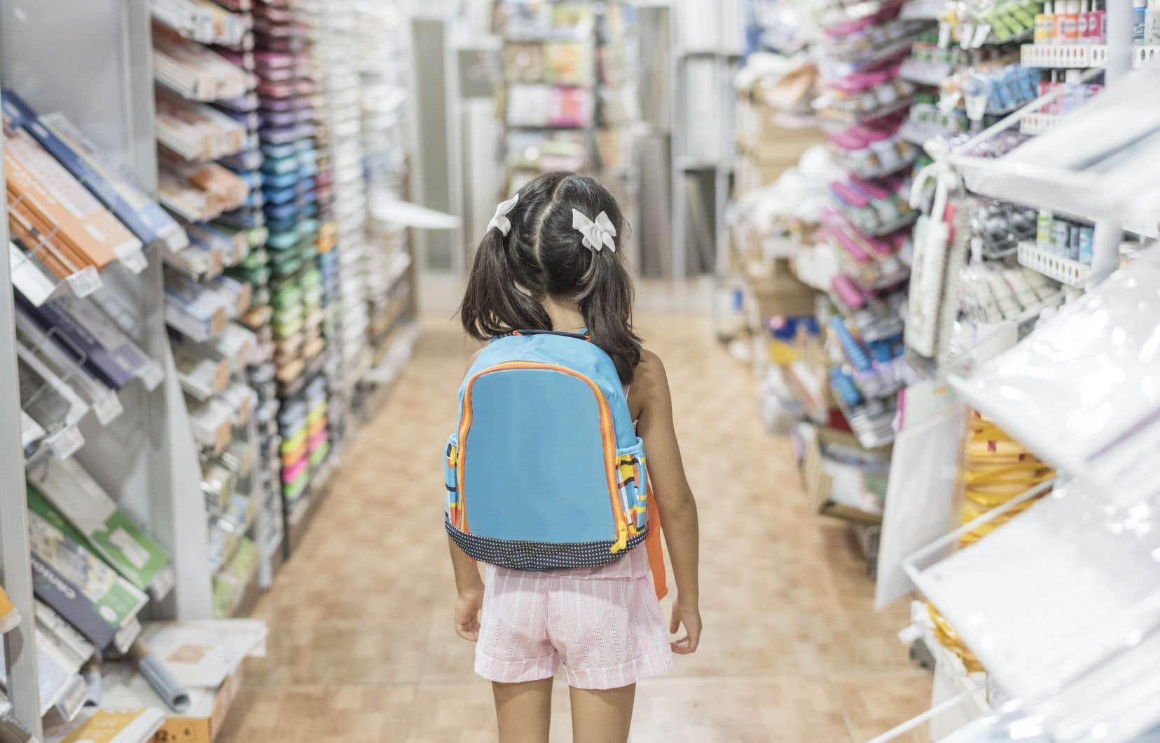 Selon la «coach» familiale Nancy Doyon, le fait d'intégrer les enfants dans le processus des achats du matériel scolaire peut faciliter la transition.