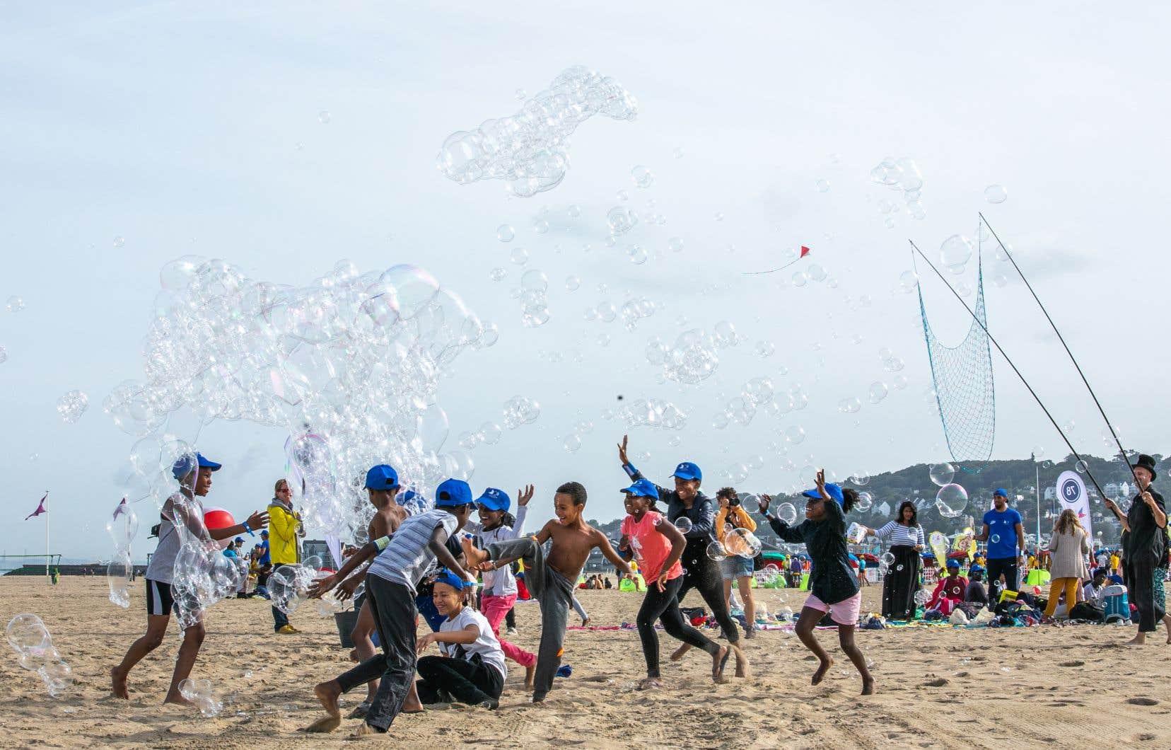 La Journée des oubliés des vacances (JOV) organisée mercredi à Deauville par l'association, a permis à 5 000 enfants de la région parisienne d'aller à la mer.