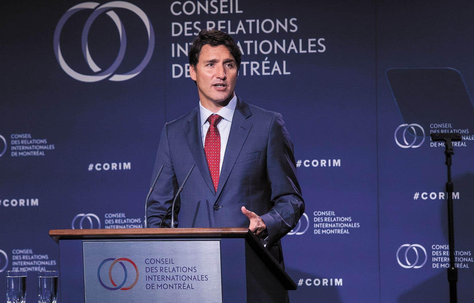«Ils [les conservateurs] envisagent un monde où le Canada flirte avec les forces du populisme, en attisant la peur et en diffusant de la désinformation», a dit Justin Trudeau.