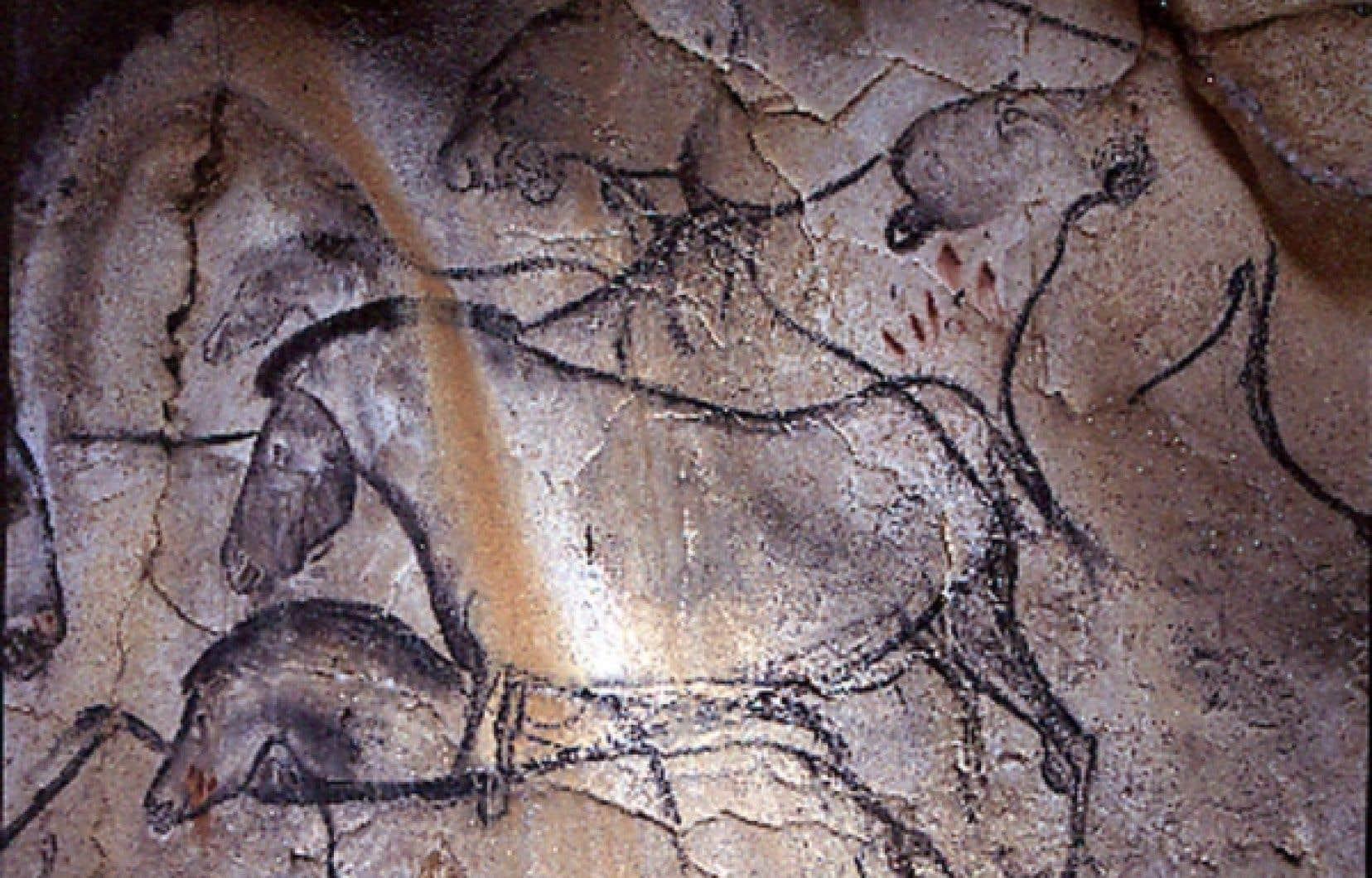 Les dessins réalisés avec du charbon de bois dans la grotte de Chauvet en Ardèche l'ont été il y a entre 30 000 et 32 000 ans, une période qui correspond au début du peuplement de la France par l'homme moderne.<br />
