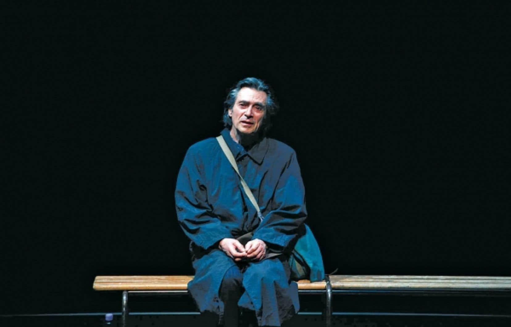 C'était la première de Premier amour hier soir à l'Usine C, interprété par l'acteur français Sami Frey, de retour à Montréal dans le cadre du Festival international de littérature. Trois ans après avoir présenté une lecture de Cap au pire à Montréal, le comédien renoue avec l'oeuvre de Beckett jusqu'au 25 septembre.