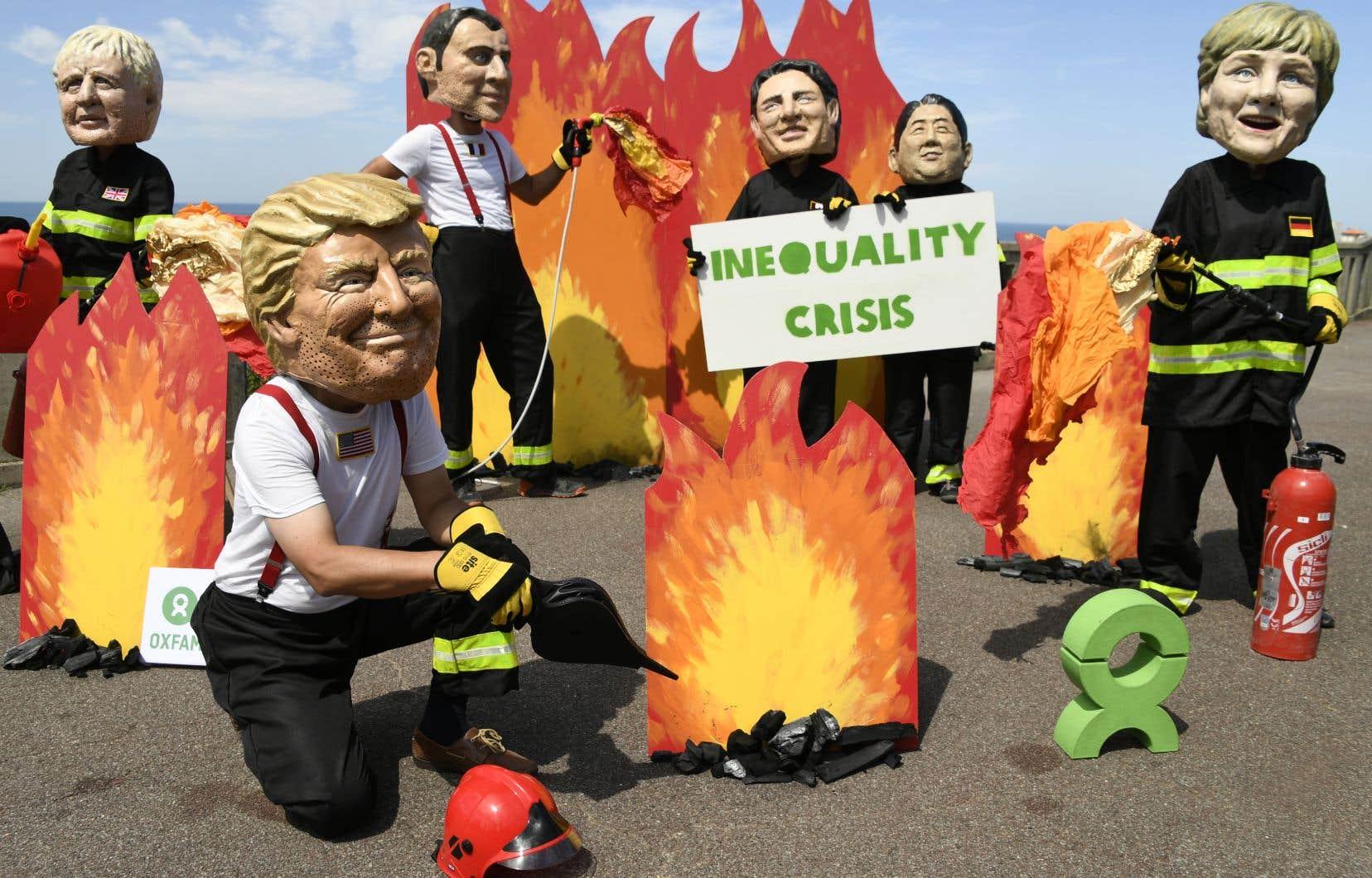 Oxfam a organisé un rendez-vous des «pompiers pyromanes» dans la ville de Biarritz même, mais en dehors des «zones de protection» du centre-ville.