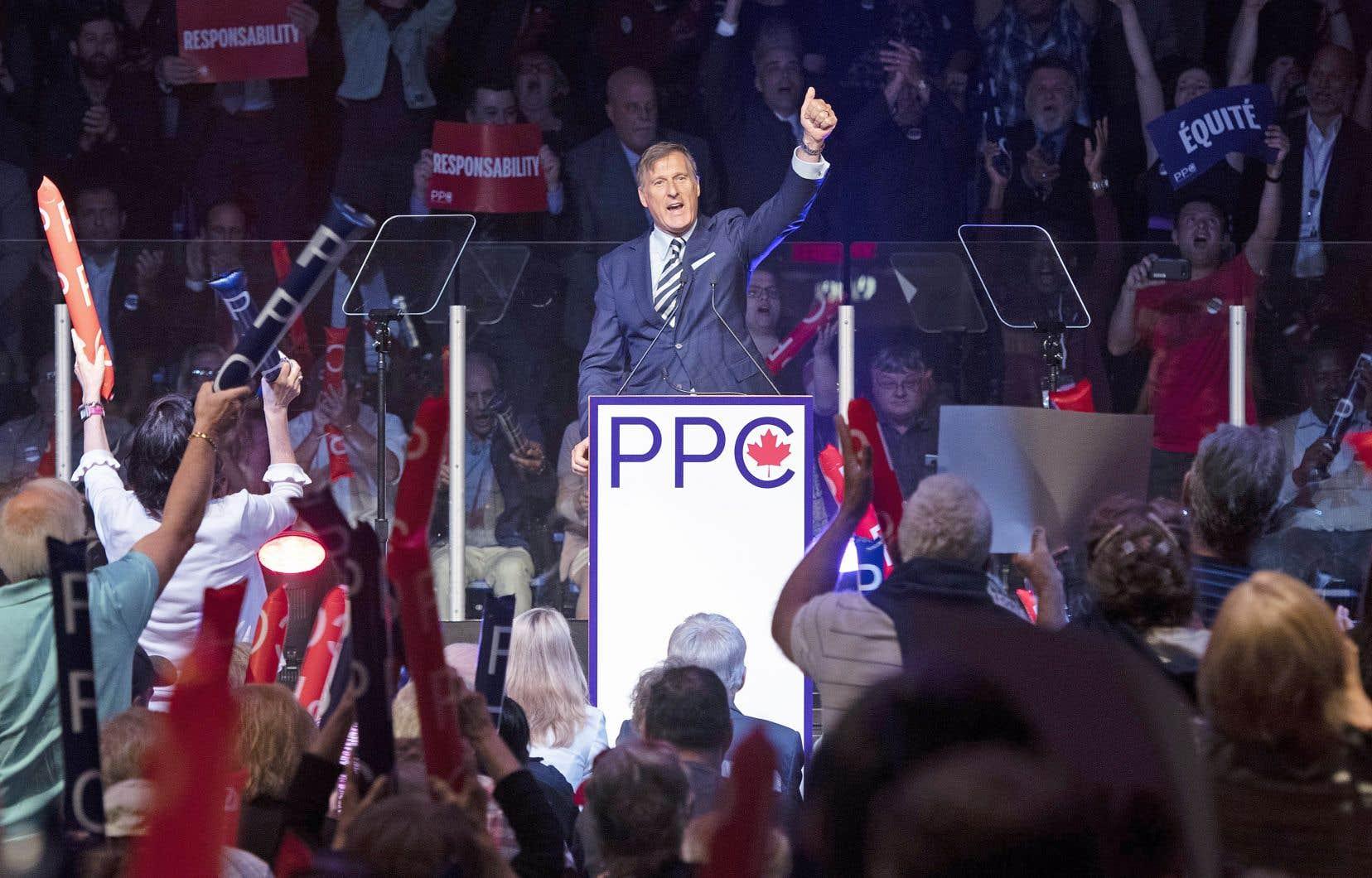 Le chef du Parti populaire du Canada, Maxime Bernier, a pris la parole devant une foule en liesse, dimanche, à Sainte-Marie.