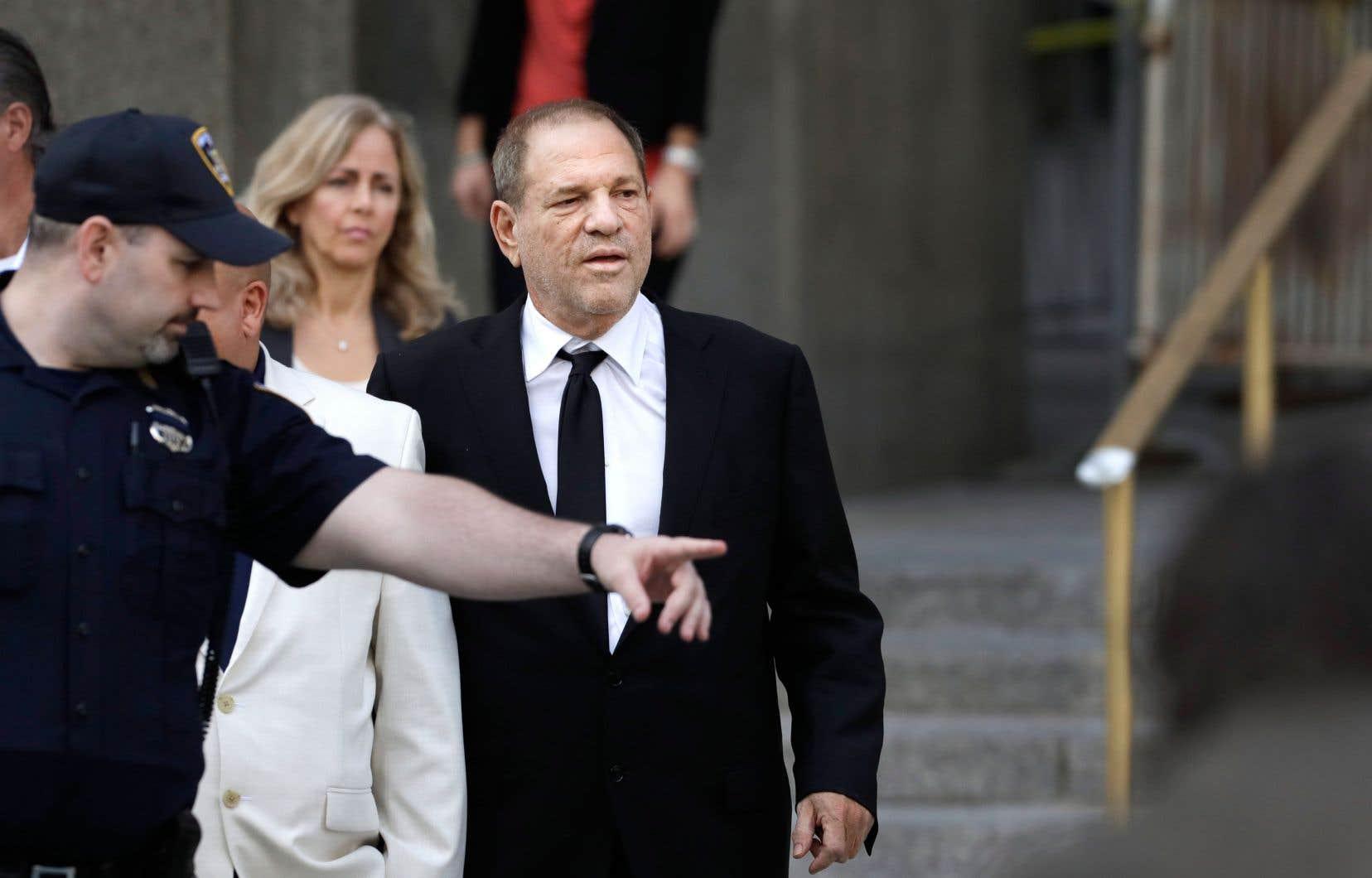 Interrogé par le juge James Burke qui lui demandait s'il voulait aller au procès, Harvey Weinstein a ri et a répondu «pas vraiment».