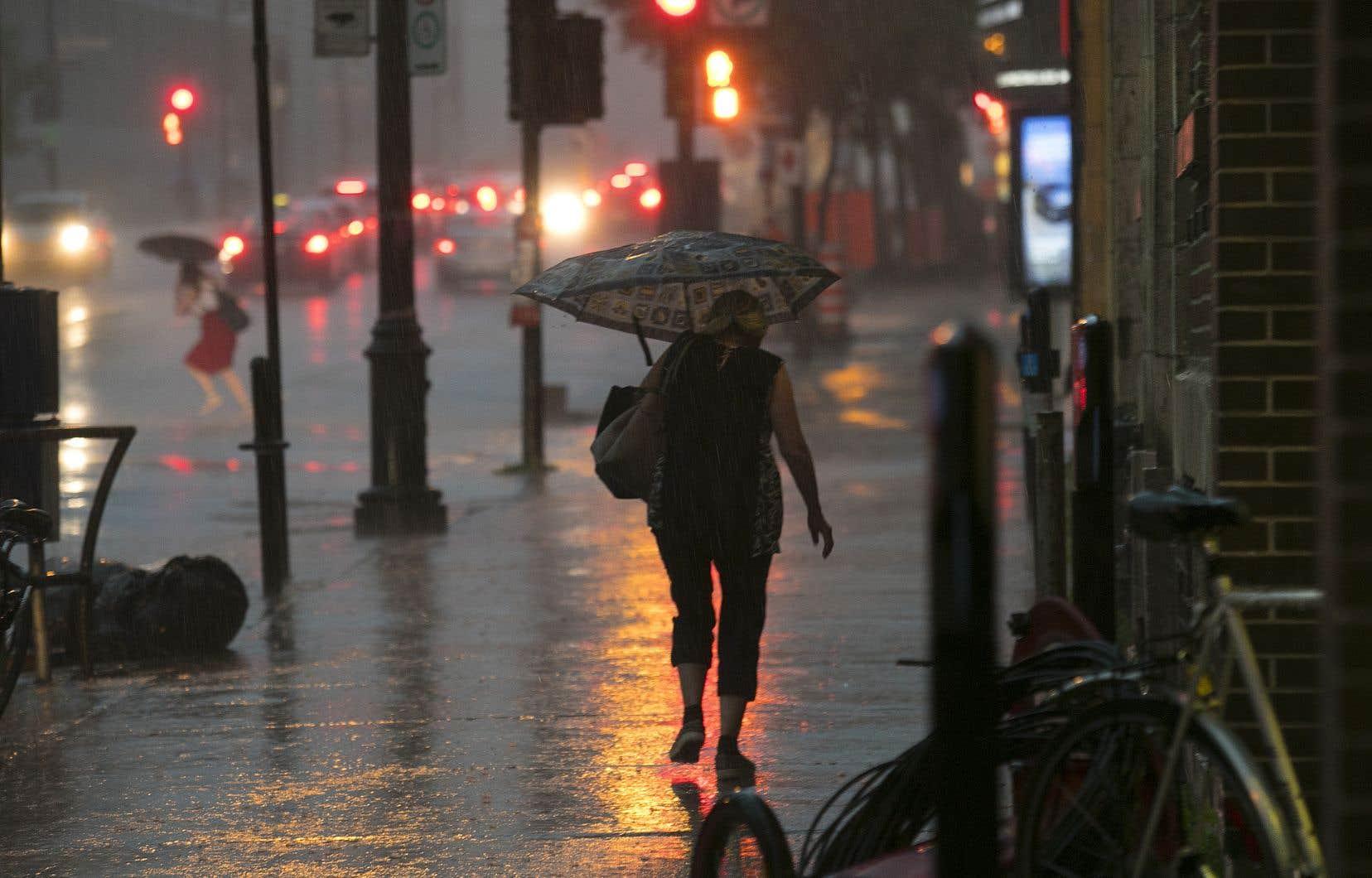 Les précipitations pourraient atteindre entre 50 et 100 millimètres dans certaines parties de la Nouvelle-Écosse, de l'Île-du-Prince-Édouard et du sud-est du Nouveau-Brunswick.