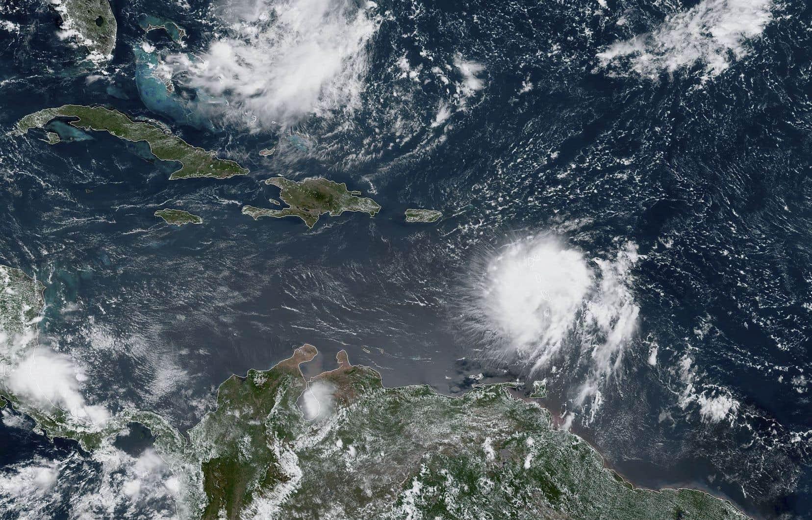 Mardi, en début d'après-midi, les vents de Dorian atteignaient les 85km/h alors que la tempête se dirigeait vers les Caraïbes, selon le NHC.