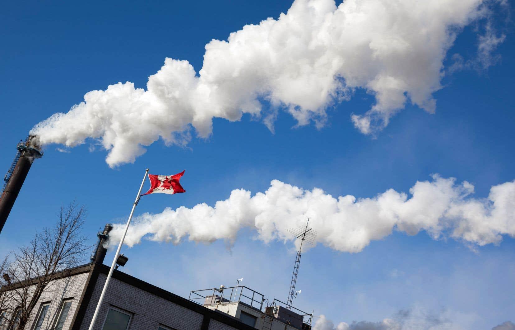 La taxe fédérale s'applique depuis avril à quatre provinces, toutes dirigées par des gouvernements conservateurs, n'ayant pas encore pris de mesures compatibles avec les objectifs nationaux de réduction des gaz à effet de serre:le Manitoba, le Nouveau-Brunswick, l'Ontario et la Saskatchewan.