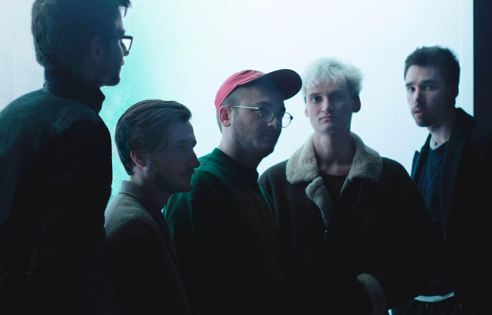 Normal que vous n'ayez jamais entendu parler de Glauque, le groupe de Belgique n'a pas encore lancé d'album. Il n'a, en fait, que deux chansons officielles : «Robot» et «Plane».