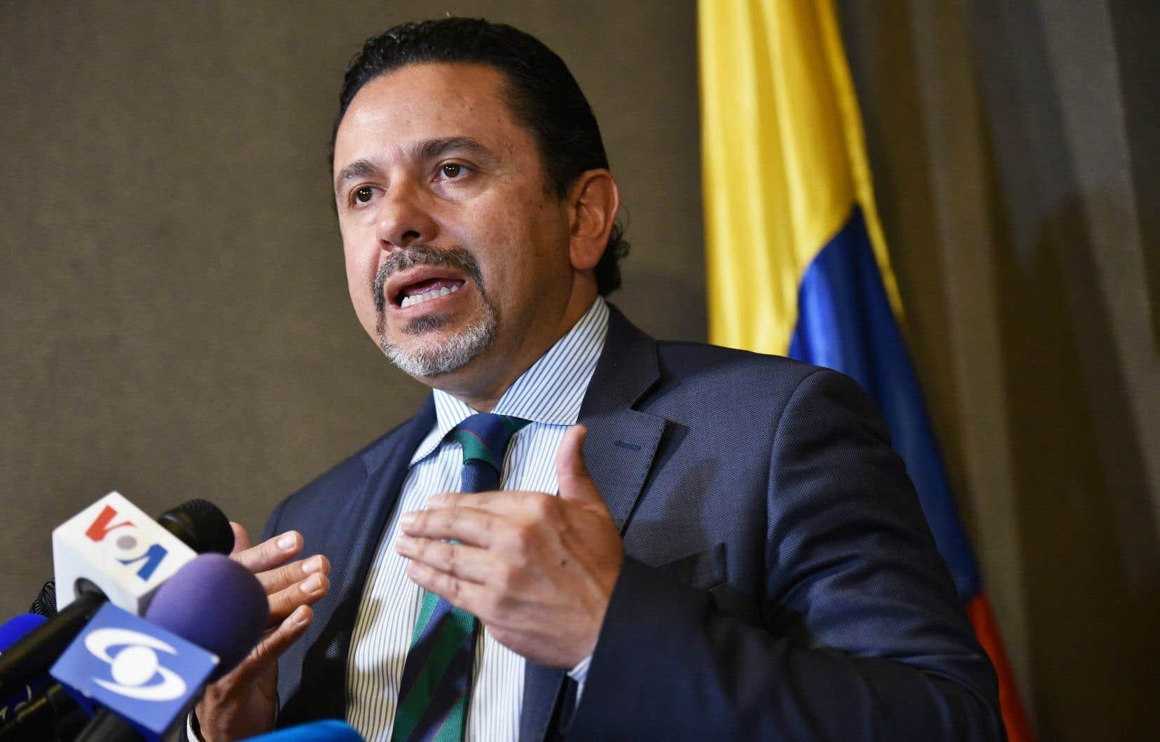 Le haut-commissaire du gouvernement colombien pour la paix, Miguel Ceballos, réagissant en point de presse jeudi à l'annonce d'un groupe de dissidents FARC