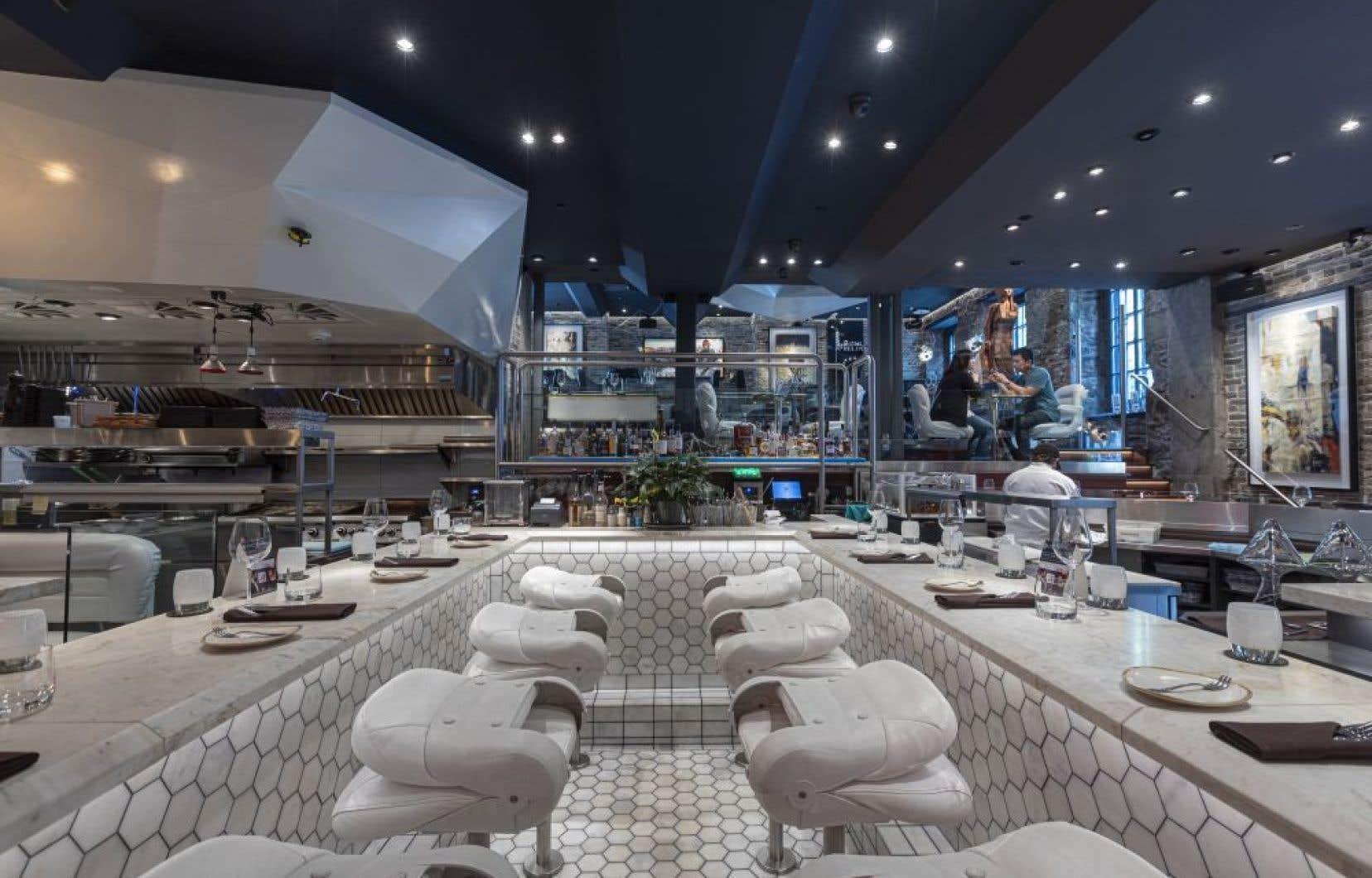 Le restaurant Ophélia est un établissement où le menu évolue constamment et où les plateaux de fruits de mer côtoient d'excellentes grillades.
