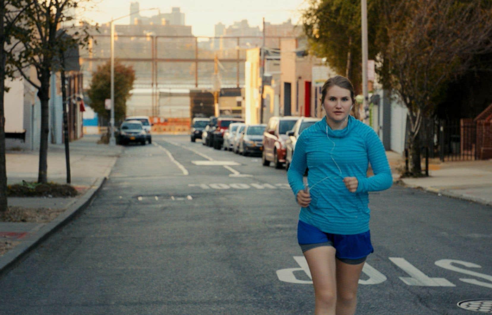 Dans «Brittany Runs a Marathon», Jillian Bell se révèle habile à suggérer la vulnérabilité derrière la désinvolture et la drôlerie de façade. L'actrice porte le film.