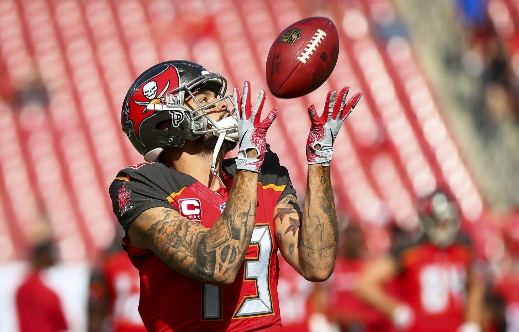 L'artiste Gotti Flores a donné l'autorisation pour la reproduction dans le jeu NFL de ses œuvres sur les bras du joueur Mike Evans.