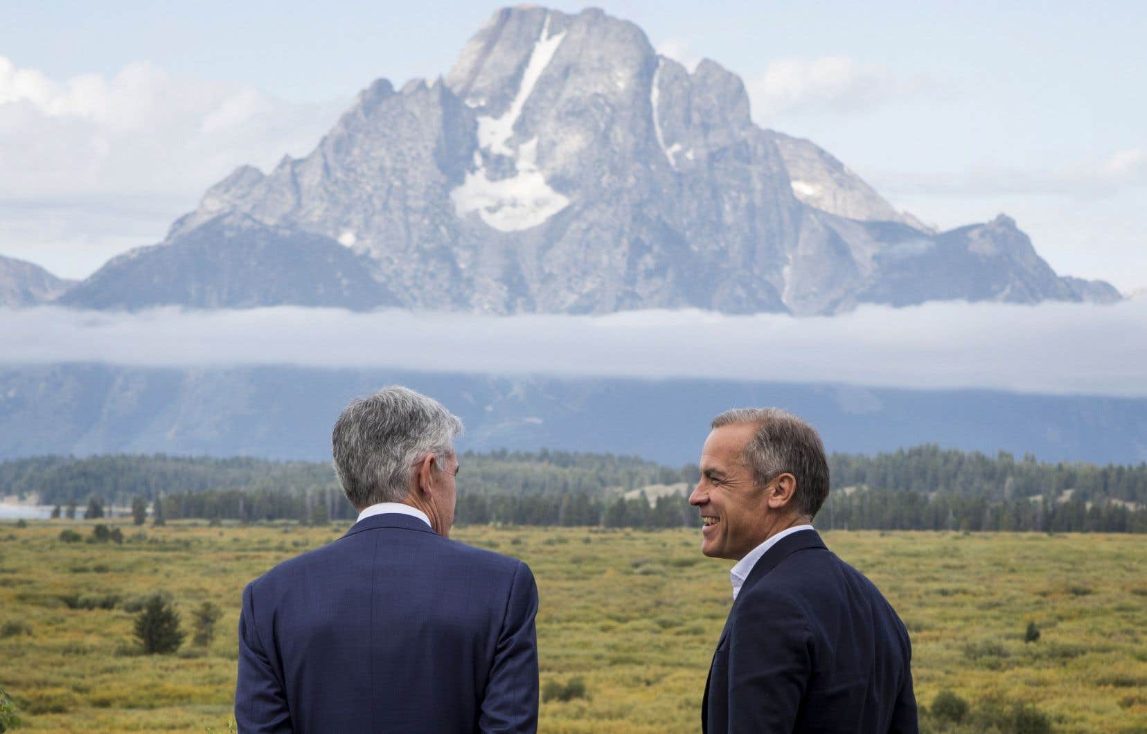 Le président de la Réserve fédérale américaine, Jerome Powell (de dos), et son confrère de la Banque d'Angleterre, Mark Carney, à Jackson Hole vendredi dernier