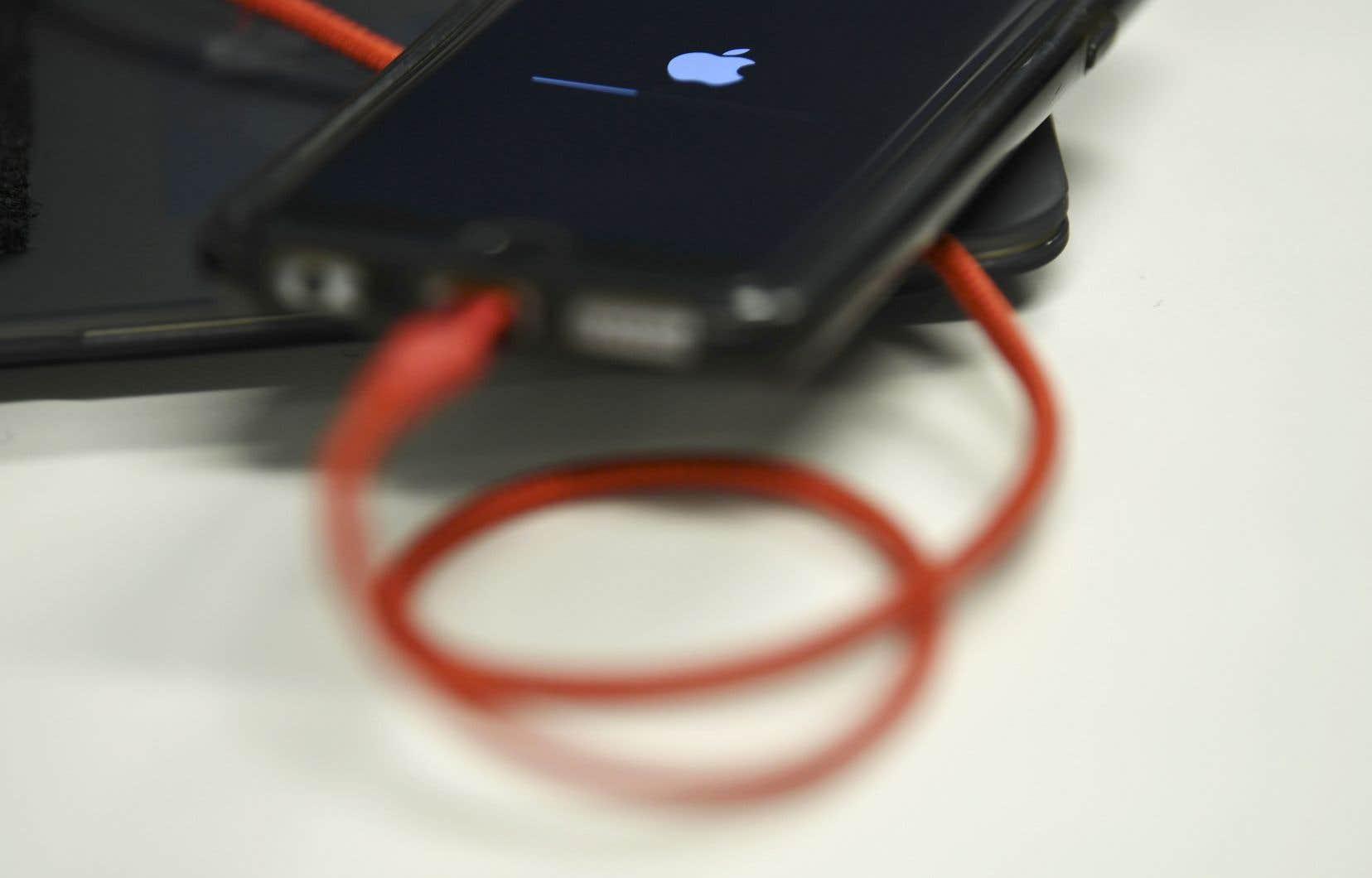 Une fois embarqué dans l'iPhone, le logiciel malveillant transmettait les données capturées, y compris la géolocalisation en direct, transmise chaque minute.