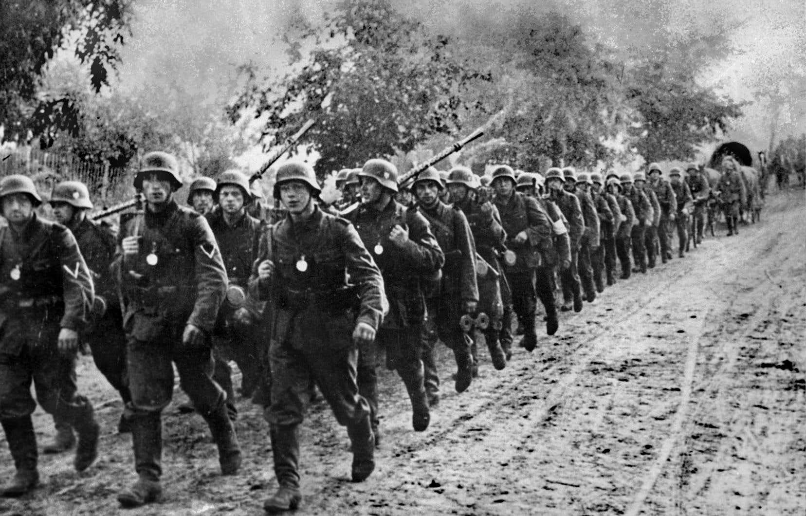 La Pologne a dû capituler au bout d'à peine cinq semaines de combats après l'invasion des nazis le 1erseptembre 1939. Sur la photo, des soldats allemands entrent sur le territoire polonais.