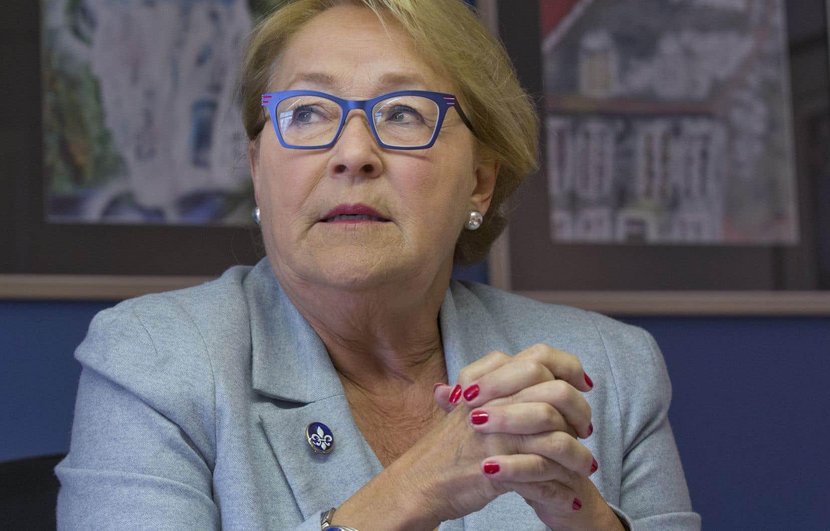 La décision de Pauline Marois d'intervenir dans le débat survient au moment où l'opposition dénonce l'absence d'un plan sur la langue française.