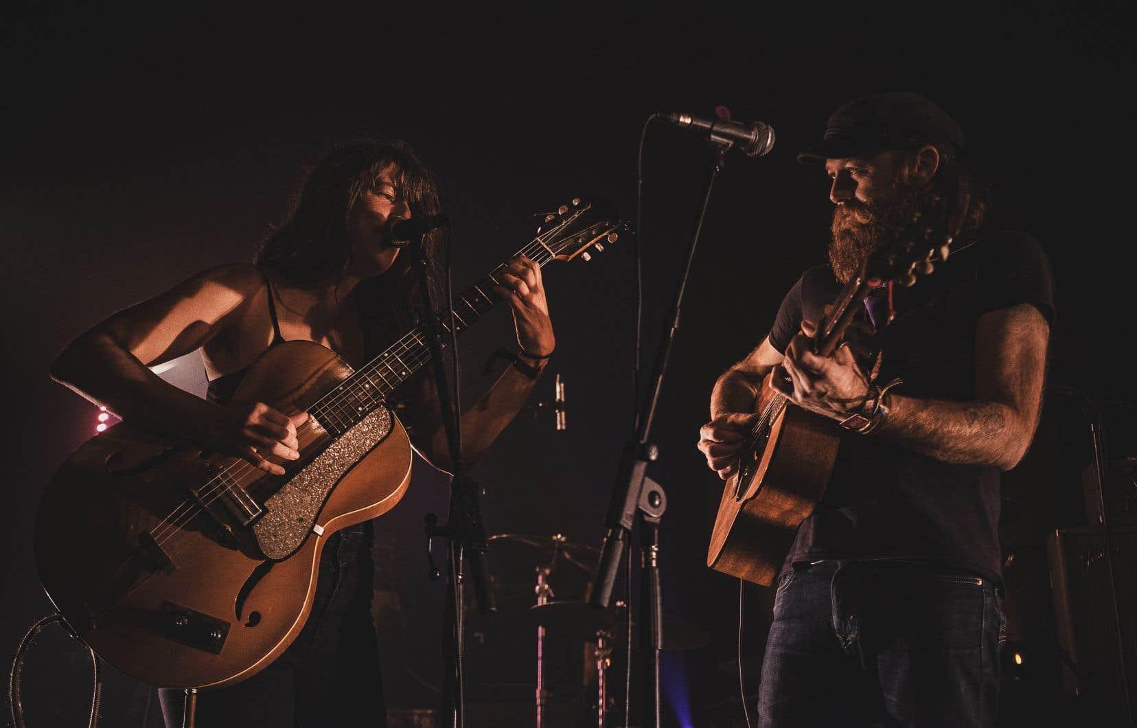 Julie Doiron et son complice Dany Placard ont uni leurs voix, leurs guitares et leurs répertoires pour présenter un concert en parfaite harmonie, dimanche.