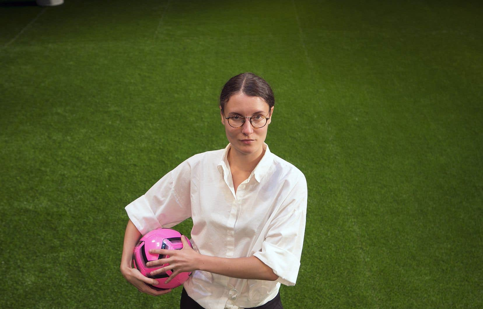 Solène Paré monte une première production francophone des «Louves». Elle voit dans le soccer l'illustration du rêve américain.