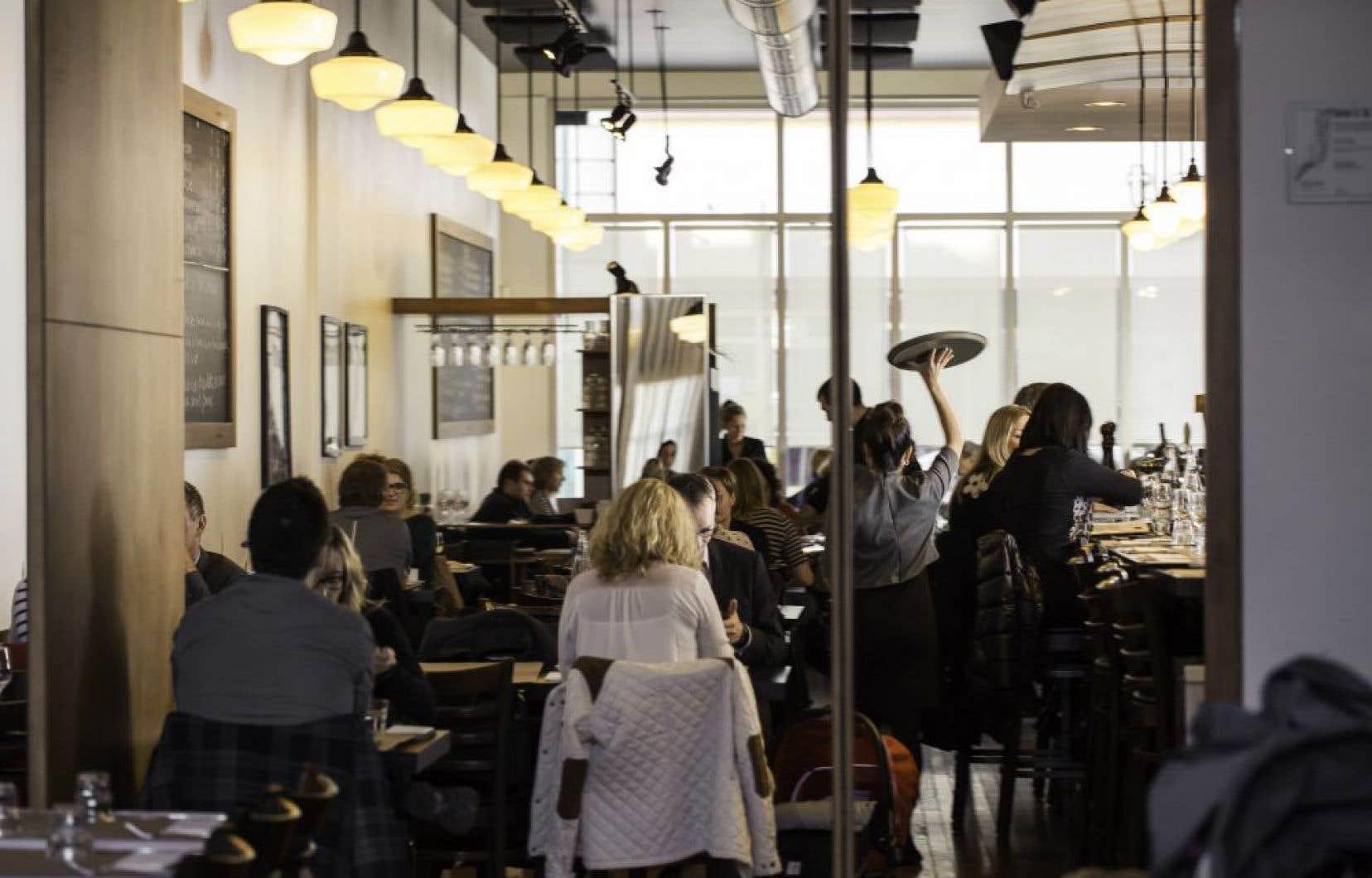 Le très joli restaurant Auguste, habituellement, bourdonne les midis et les soirs de fin de semaine.