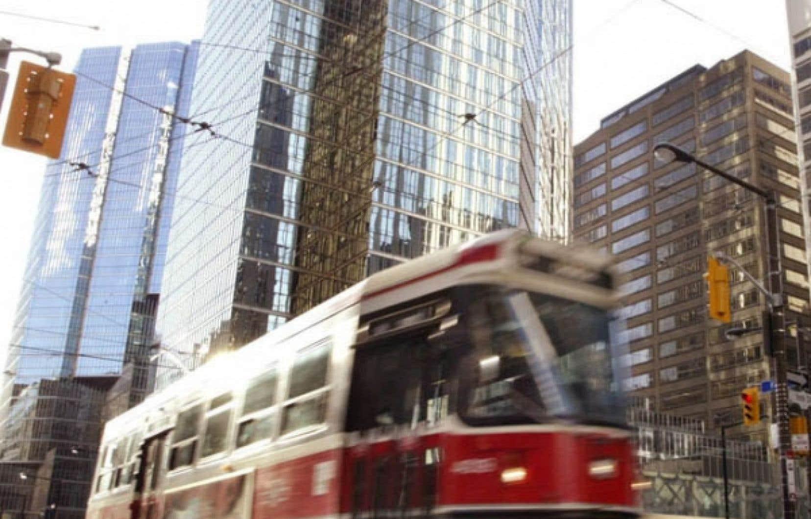 Le candidat Rob Ford estime que les tramways de Toronto ralentissent le trafic au centre-ville.<br />