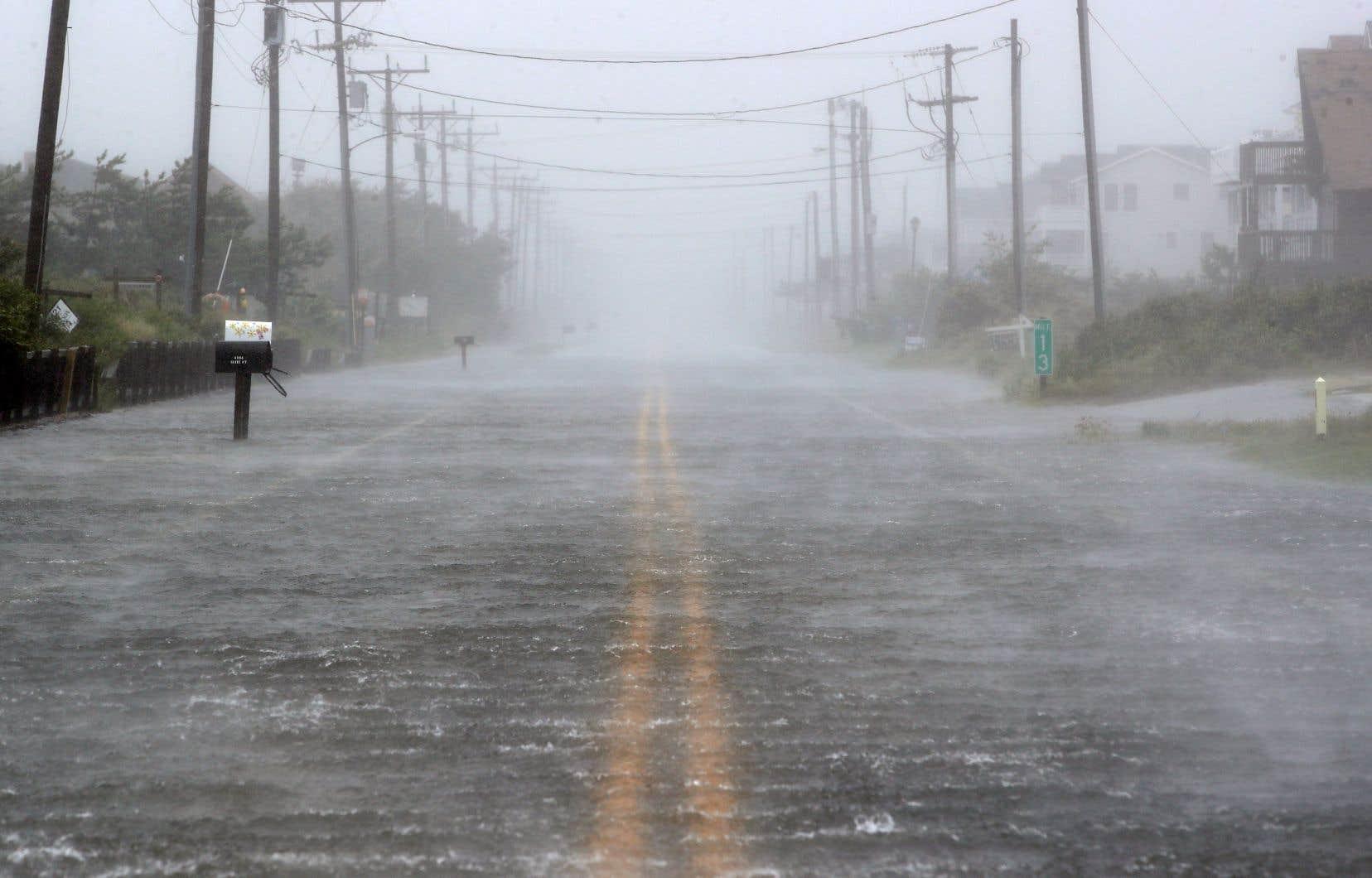 L'ouragan «Dorian» de catégorie 3 est remonté par la Caroline du Sud, puis la Caroline du Nord avant de rétrograder en catégorie 1 entraînant de fortes pluies.