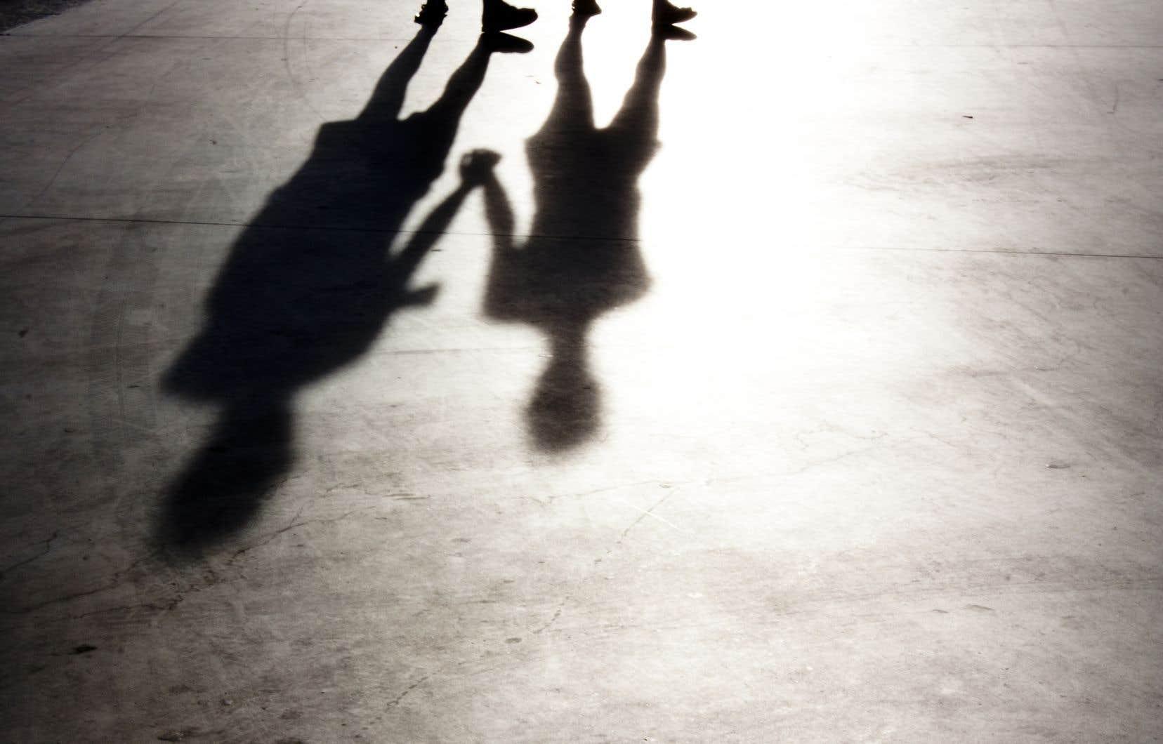 Un peu plus de la moitié des personnes qui se suicident ont moins de 45 ans. Chez les 15-24 ans, c'est même la deuxième cause de décès, après les accidents de la route.