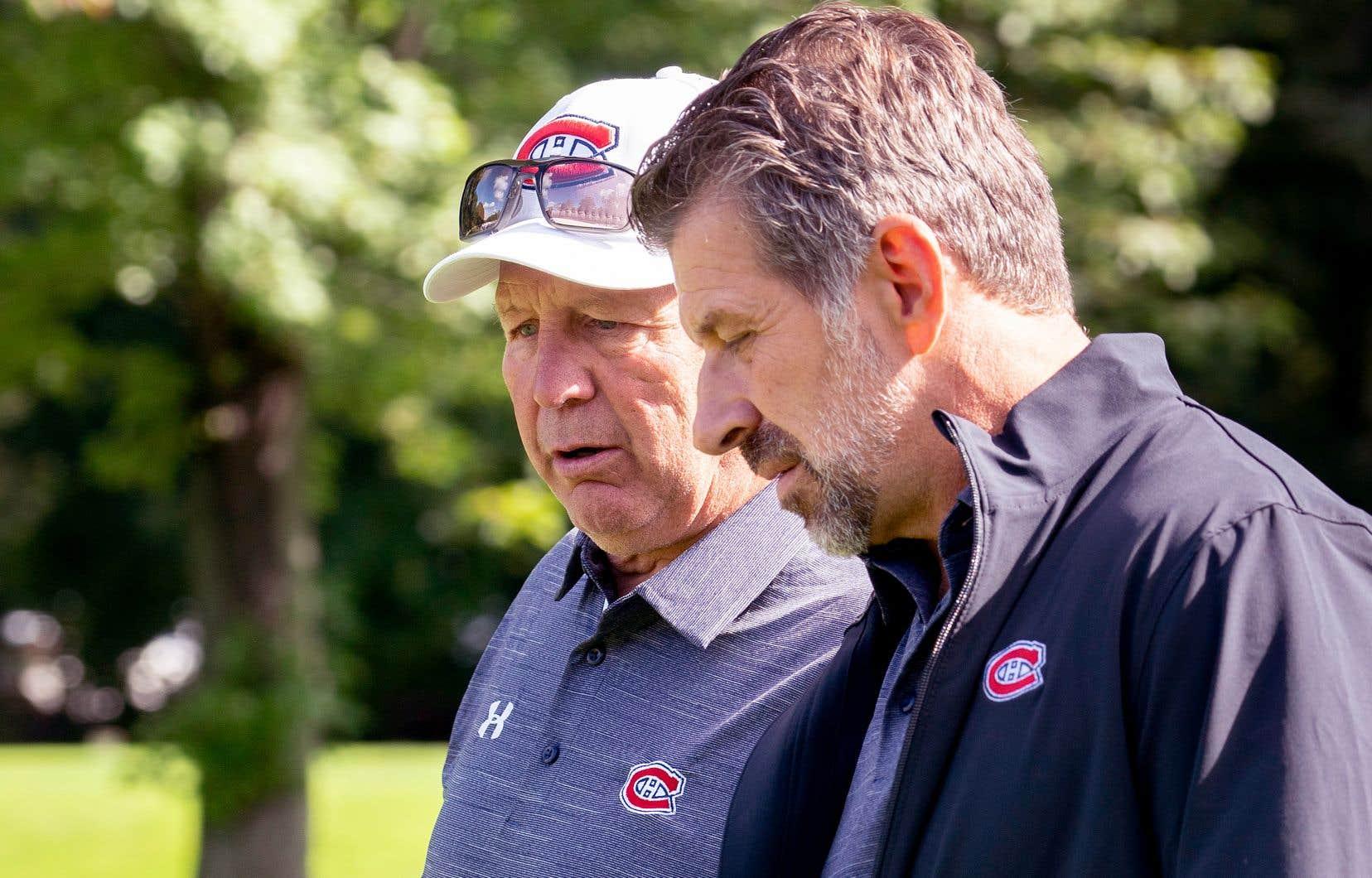 Le directeur général Marc Bergevin (à droite), lundi en compagnie de l'entraîneur-chef Claude Julien, n'a pas ajouté beaucoup de nouveaux éléments à l'équipe cet été.