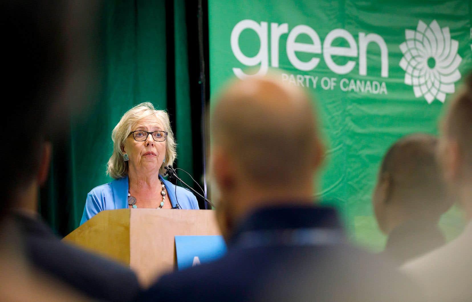 Elizabeth May rappelle que le programme du Parti vert stipule être pour le libre accès aux interruptions volontaires de grossesse.