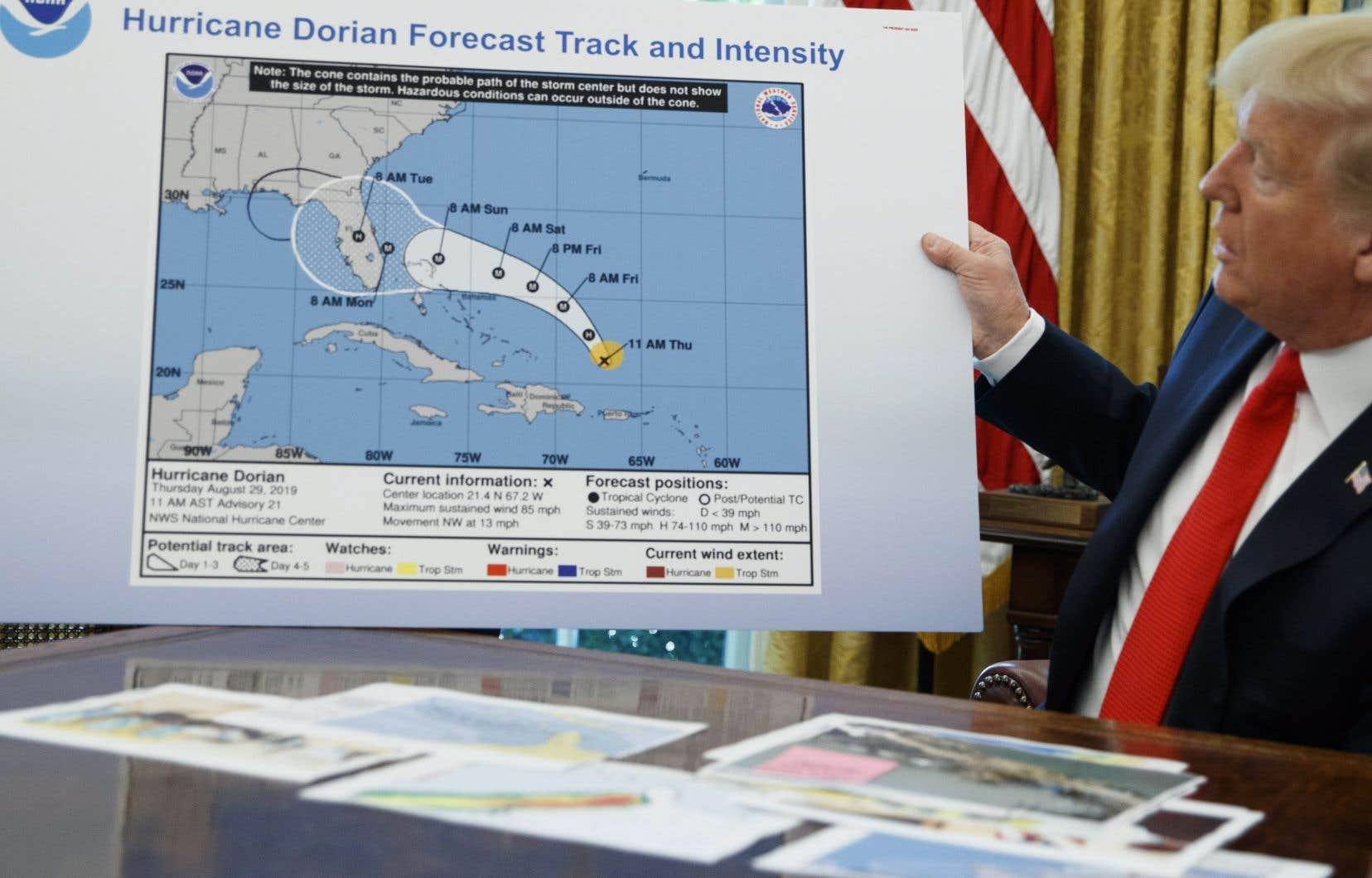 Le président américain, Donald Trump, est allé jusqu'à présenter dans le Bureau ovale une carte où, d'un coup de feutre noir, l'Alabama se retrouvait inclus dans le prolongement de la trajectoire possible de l'ouragan, dans une «prévision» au-delà de 5 jours.