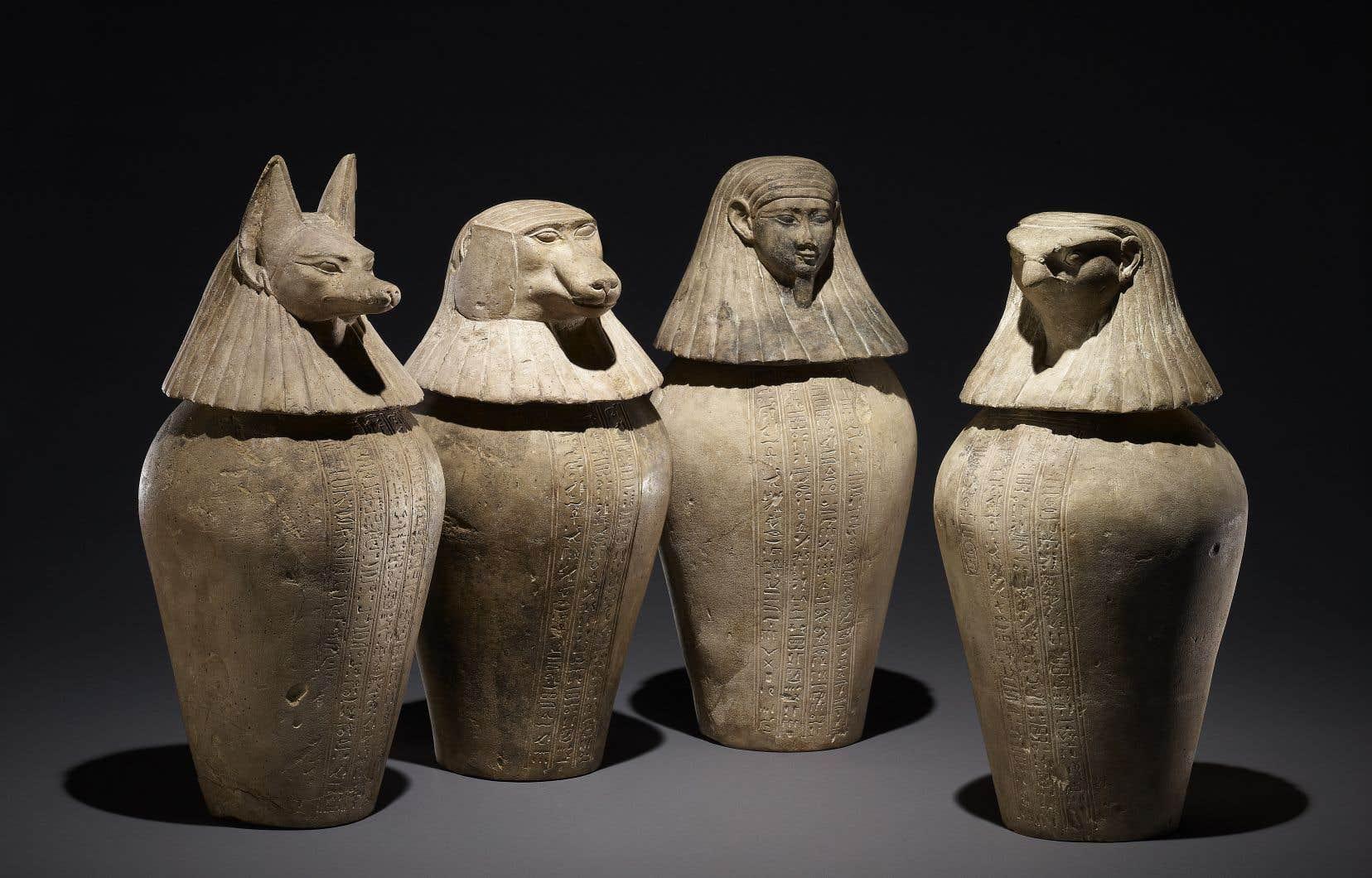 Vases canopes de Djedbastetiouefankh, XXXe dynastie, vers 380-343 avant J.-C, Hawara, Égypte,calcaire, EA 22374, EA 22375, EA 22376 et EA 22377.