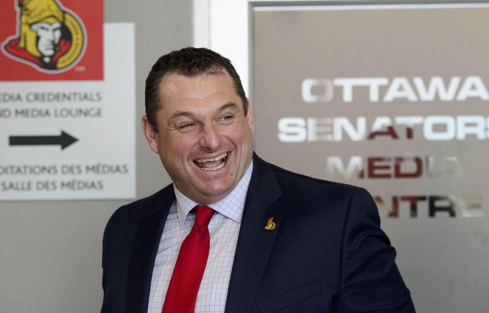 L'ancien adjoint des Maple Leafs de Toronto D.J. Smith, s'est joint aux Sénateurs d'Ottawa.