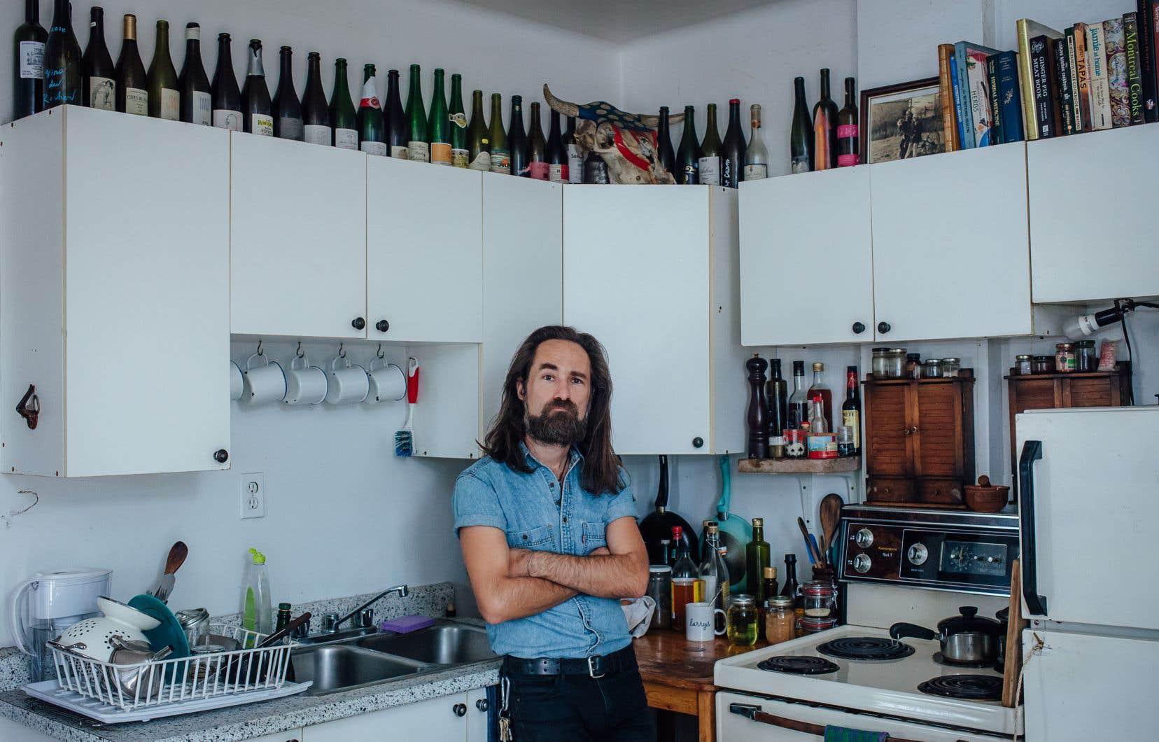 Le sommelier et auteur Jonah Campbell chez lui