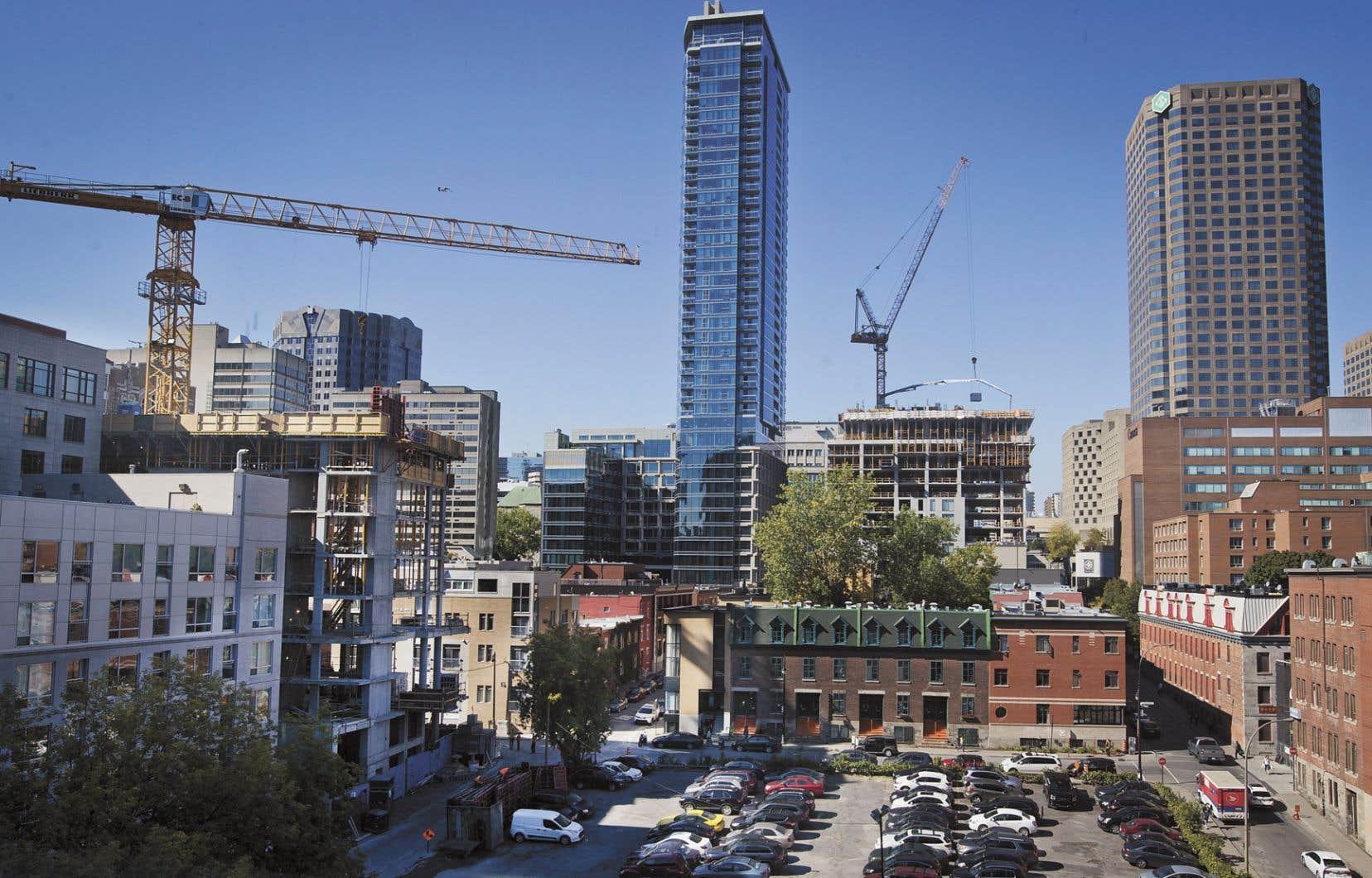La Société canadienne d'hypothèque et de logement estime que 7,8% des appartemenst en copropriété au centre-ville de Montréal étaient détenus par des étrangers en 2018.