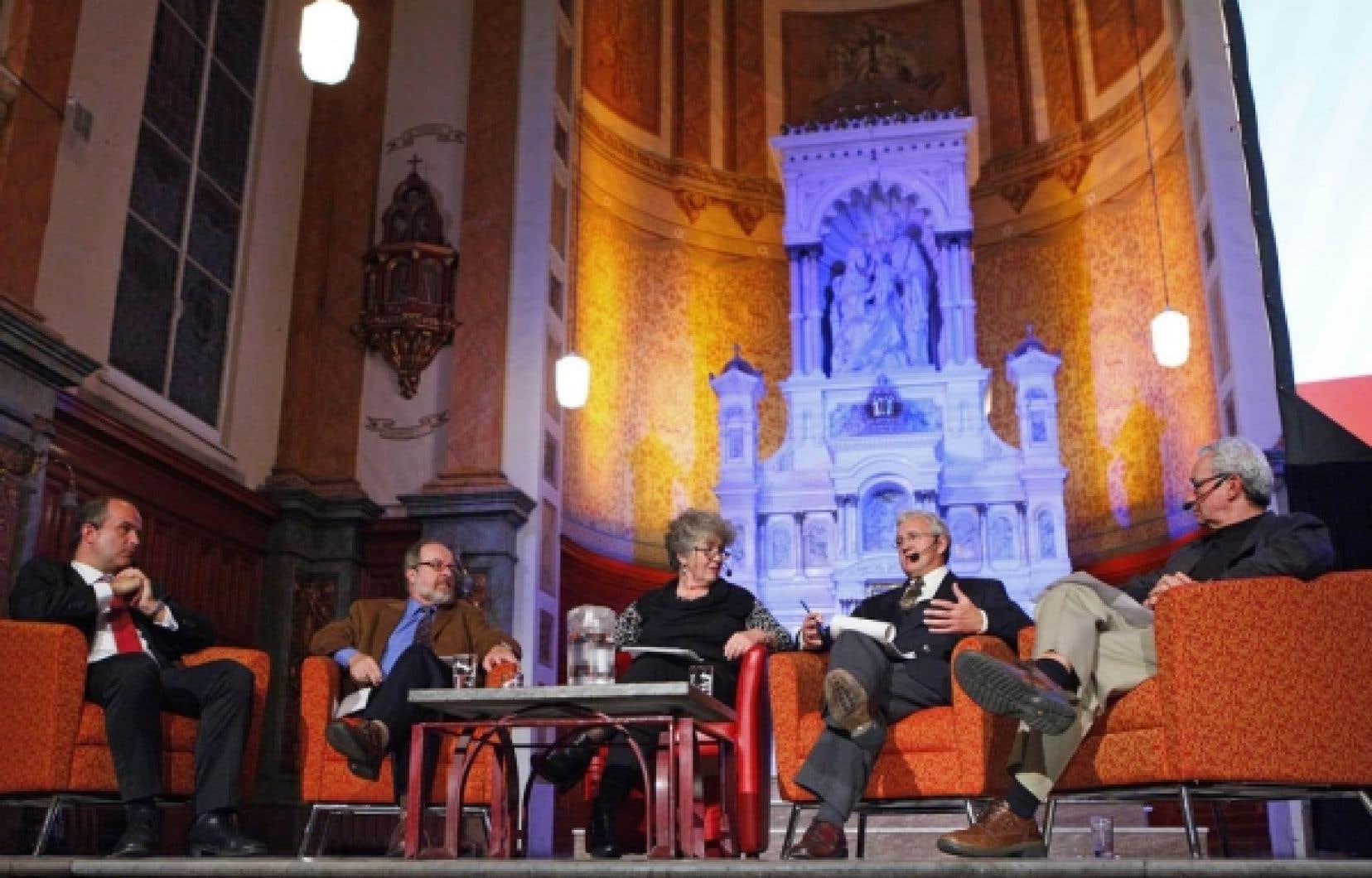 Dans l'ordre: Robert Bisaillon, Françoise Guénette, Michel Perron et Jean-Pierre Proulx à la conférence-débat tenue hier au Musée de l'Amérique française, à Québec.<br />