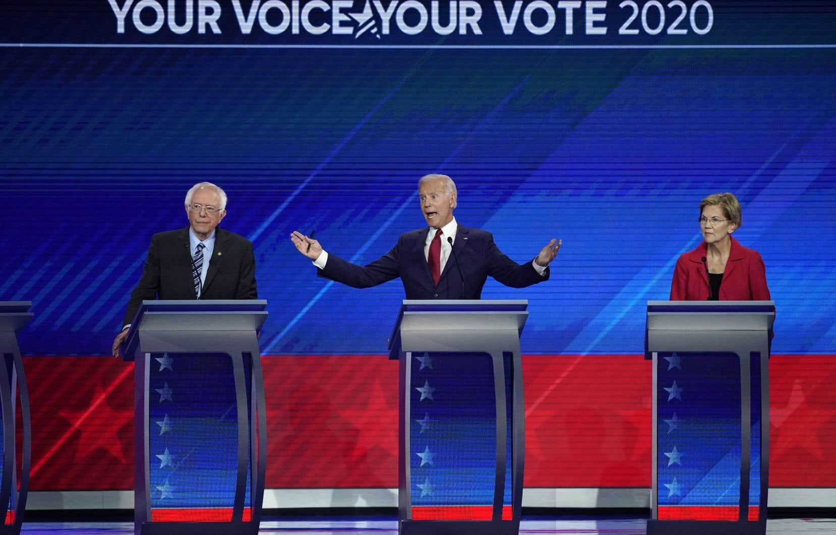 Lors de ce débat télévisé,Joe Biden (centre) a opté pour l'offensive, taclant ses principaux rivaux, les sénateurs Elizabeth Warren (droite) et Bernie Sanders (gauche).