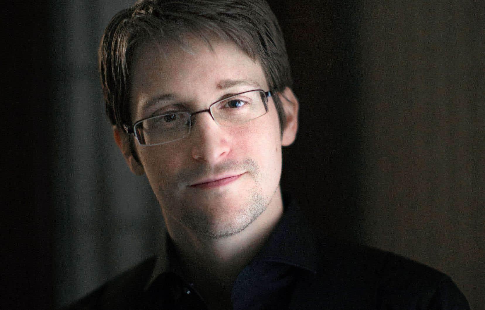 Edward Snowden est aujourd'hui réfugié en Russie. Après le coulage massif des documents de la NSA,considéré comme un traître à sa patrie,ilétaitdevenu le cauchemar du gouvernement Obama.