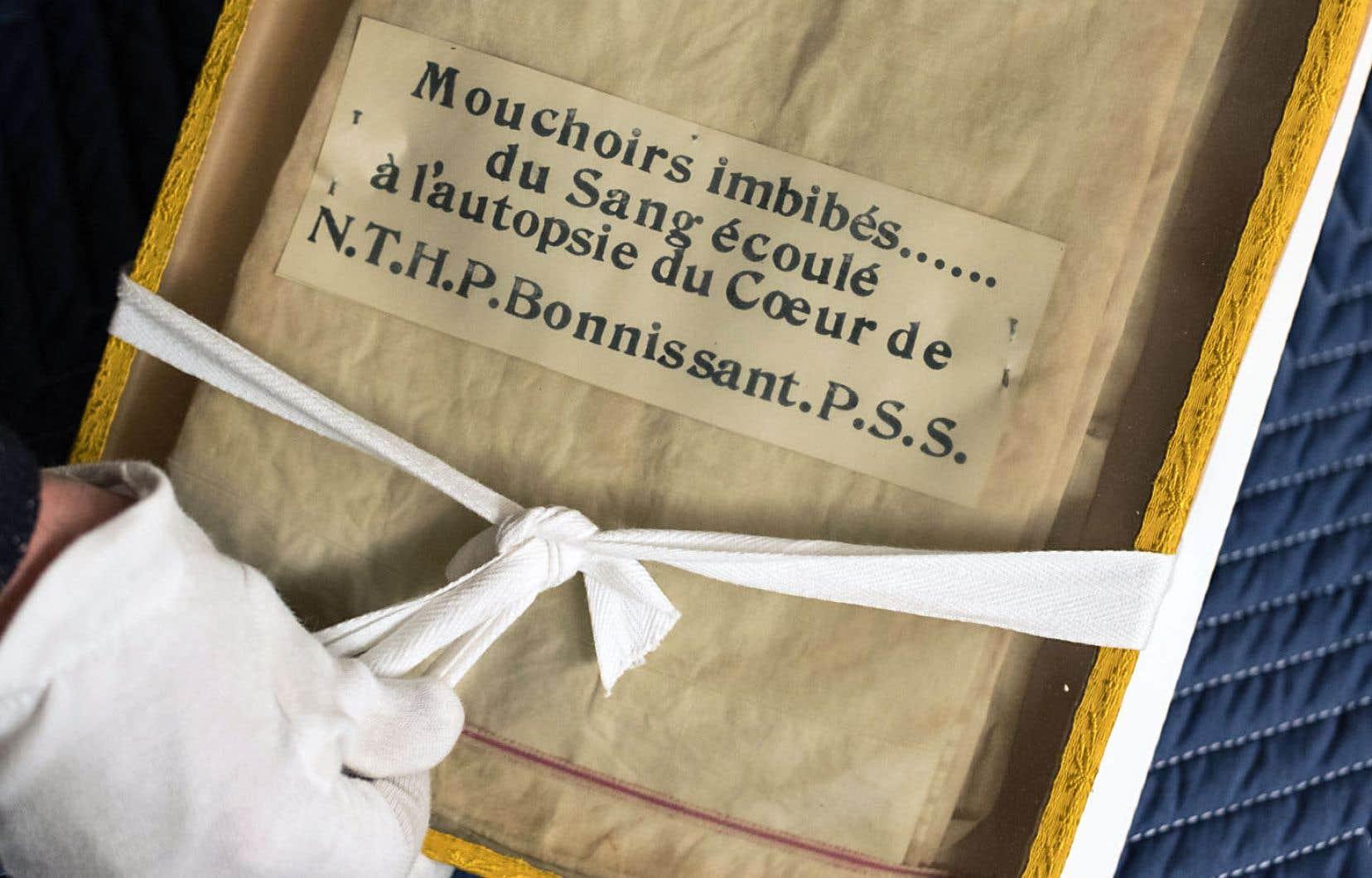 Un mouchoir lié à l'autopsie d'un prêtre sulpicien.