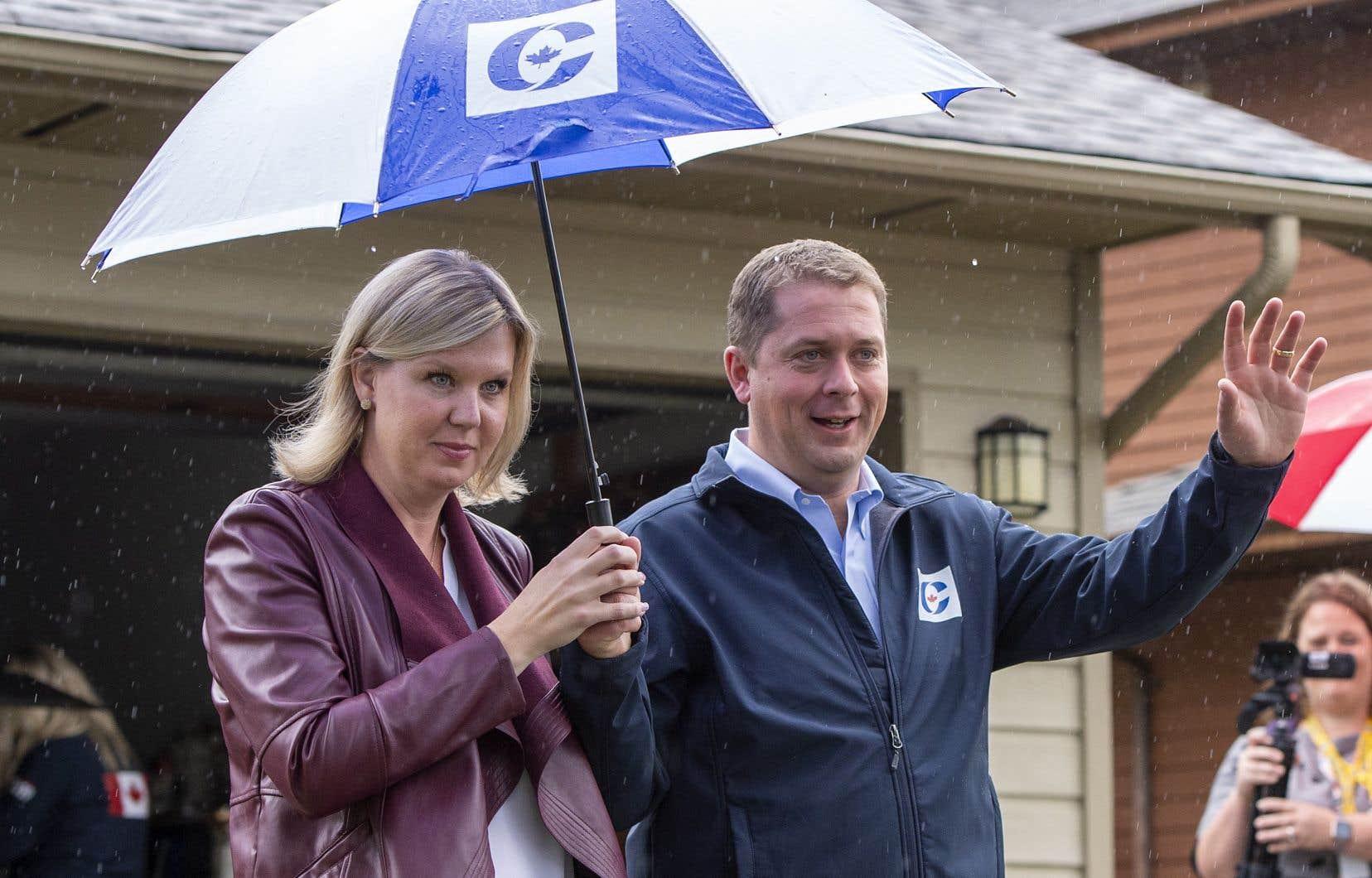Le chef du Parti conservateur, Andrew Scheer, était de passage en Colombie-Britannique avec sa femme, Jill, dimanche, pour dévoiler un ambitieux plan de baisse des impôts.
