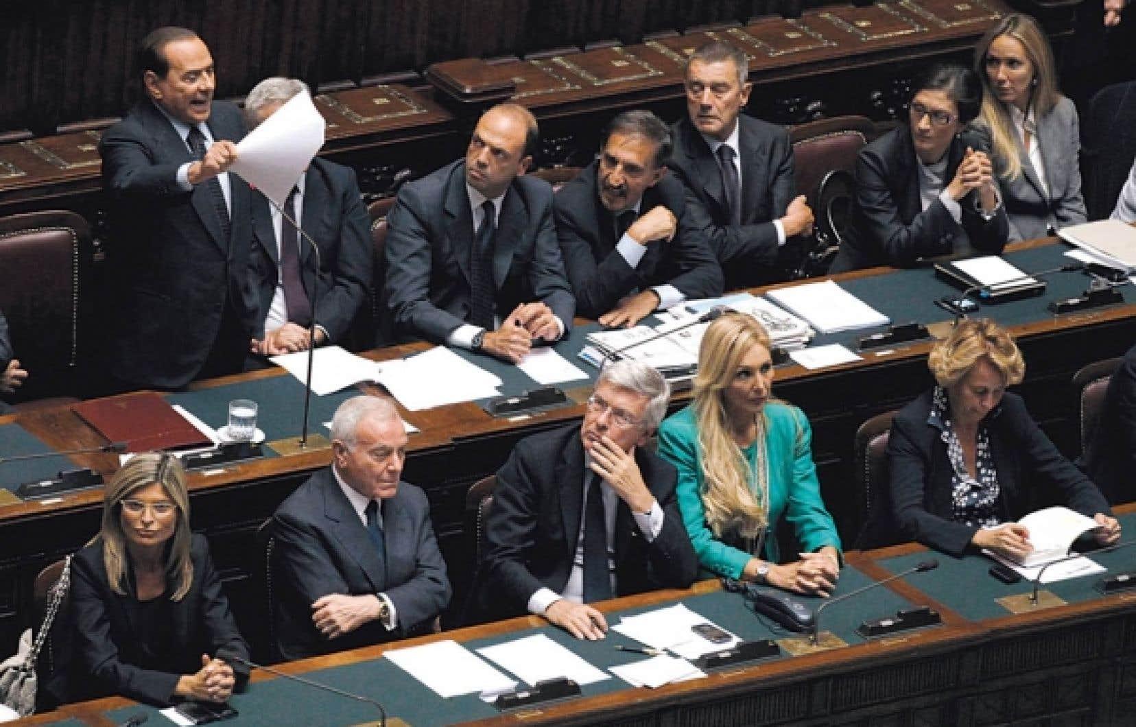 Silvio Berlusconi a voulu se présenter comme un rassembleur hier au Parlement.<br />