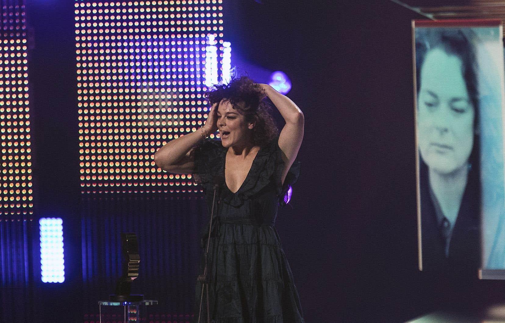 Hélène Bourgeois-Leclerc, Isabelle Roy dans «District 31», a remporté le prix du Meilleur premier rôle féminin dans une série dramatique quotidienne.