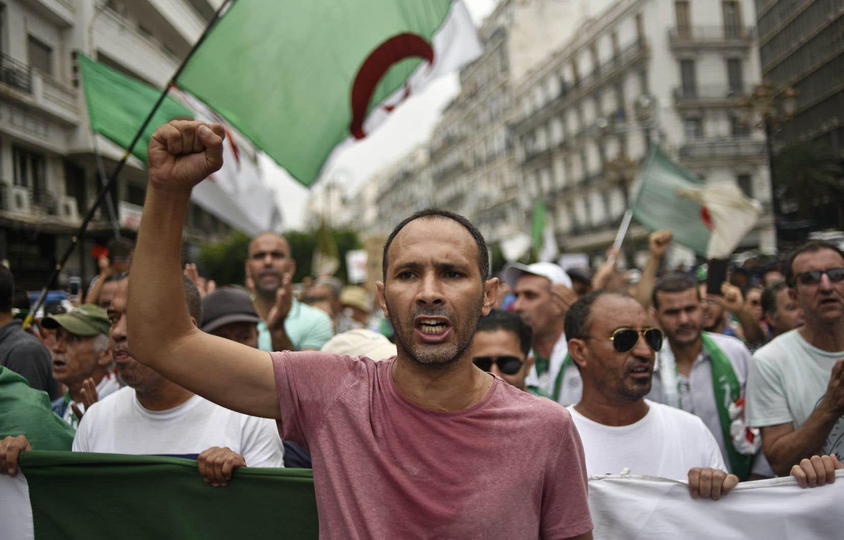 Vendredi, les Algériens se sont mobilisés pour la 30e semaine consécutive de manifestations pour s'opposer à la tenue rapide d'une présidentielle.