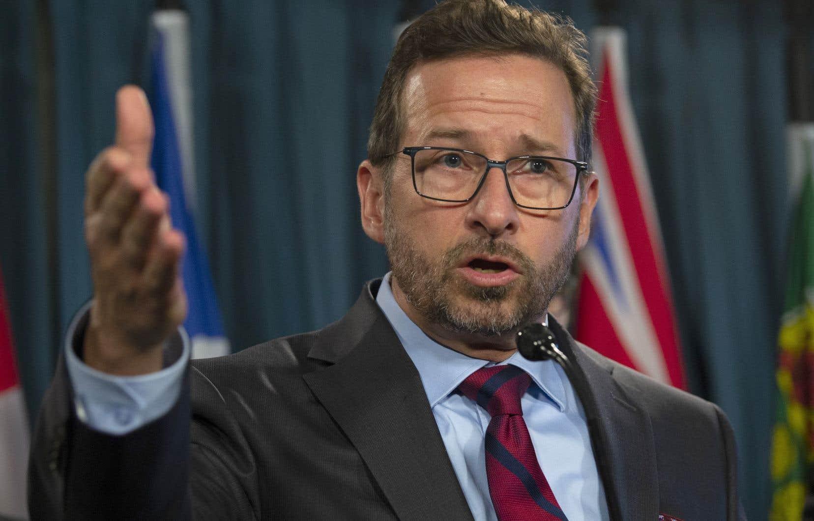 Le chef bloquiste Yves-François Blanchet demande aux libéraux et aux conservateurs d'honorer leurs promesses passées et d'arrêter ces subventions.