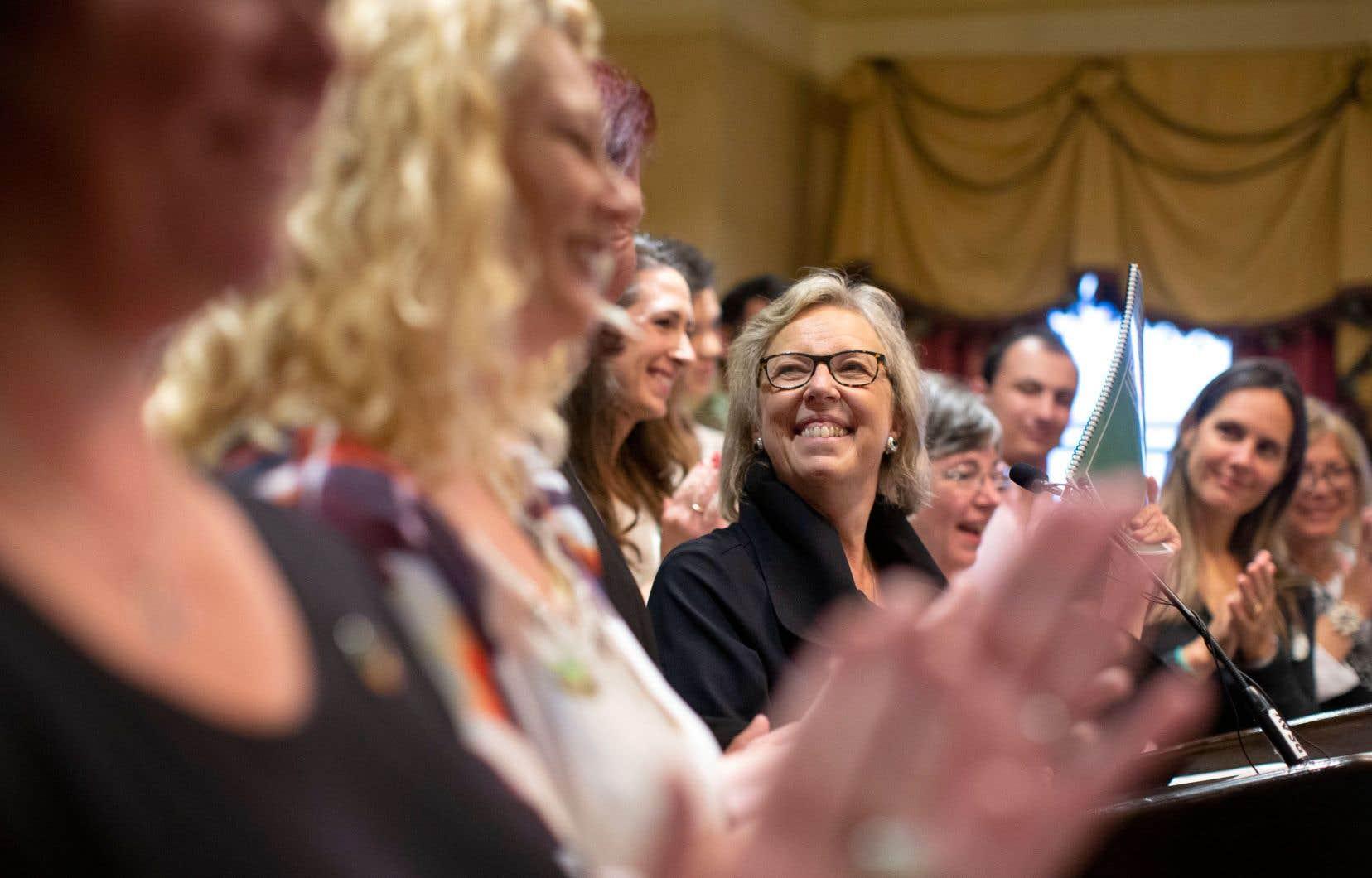 La cheffe des verts canadiens, Elizabeth May, lors du dévoilement de la plateforme électorale de son parti, à Toronto lundi.
