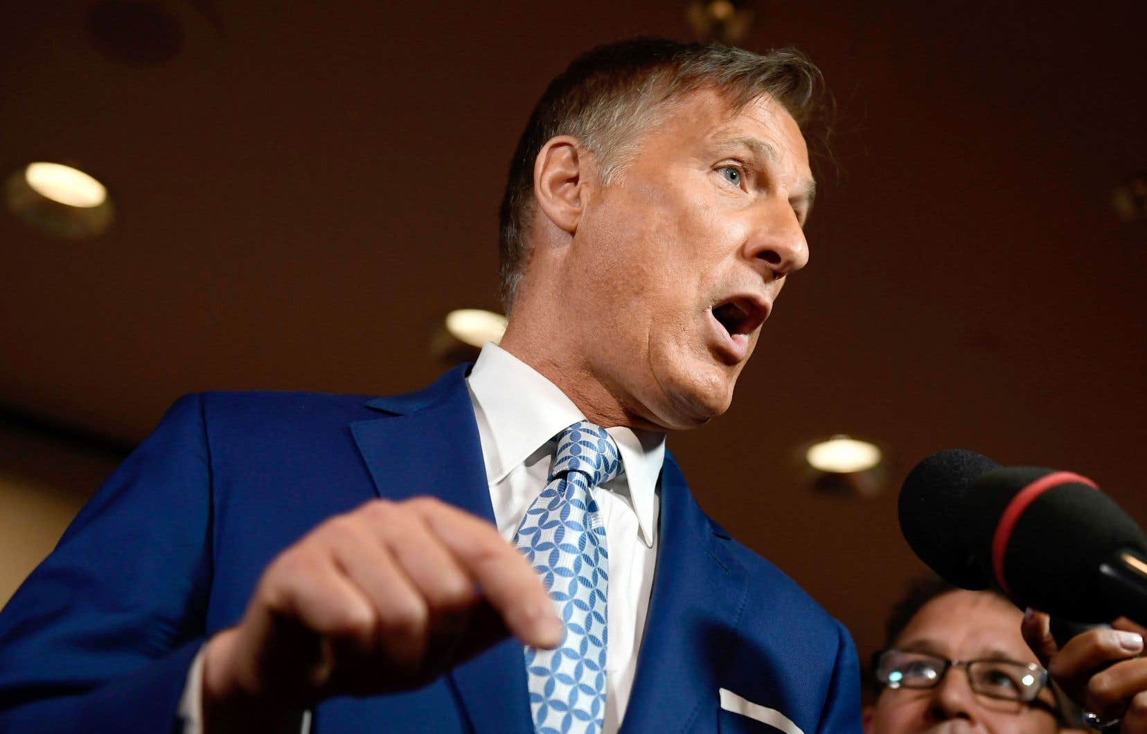 Maxime Bernier s'adressant aux journalistes en marge du congrès de son parti, en août dernier