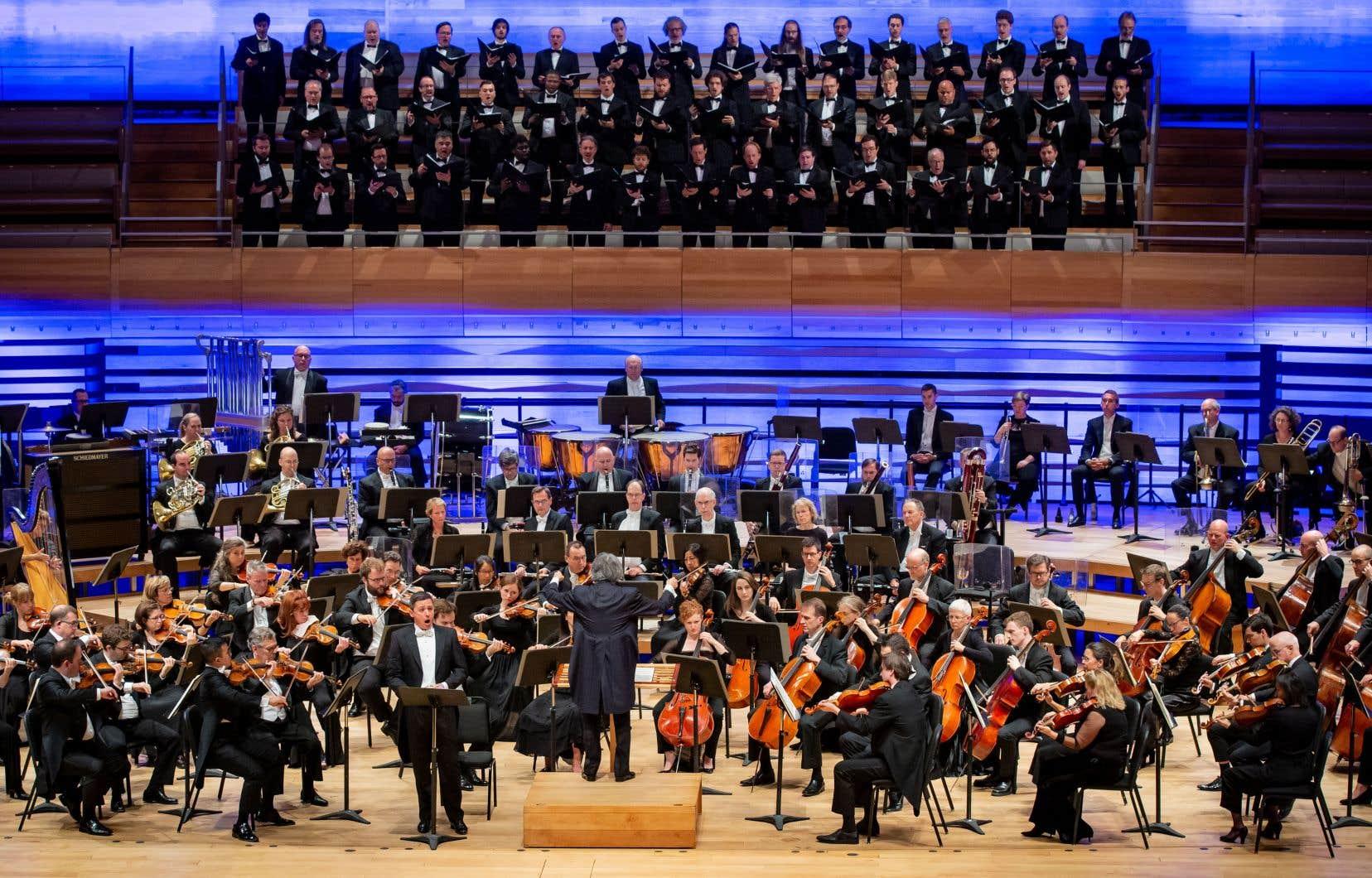 <p>Kent Nagano et l'OSM ouvraient mardi leur saison avec la «13e Symphonie» de Chostakovitch qui sera aussi présentée à New York en mars 2020 pour un concert à Carnegie Hall. Le choix est excellent, car l'interprétation intéressante et impressionnante, service par une basse exceptionnelle, Alexander Vinogradov.</p>