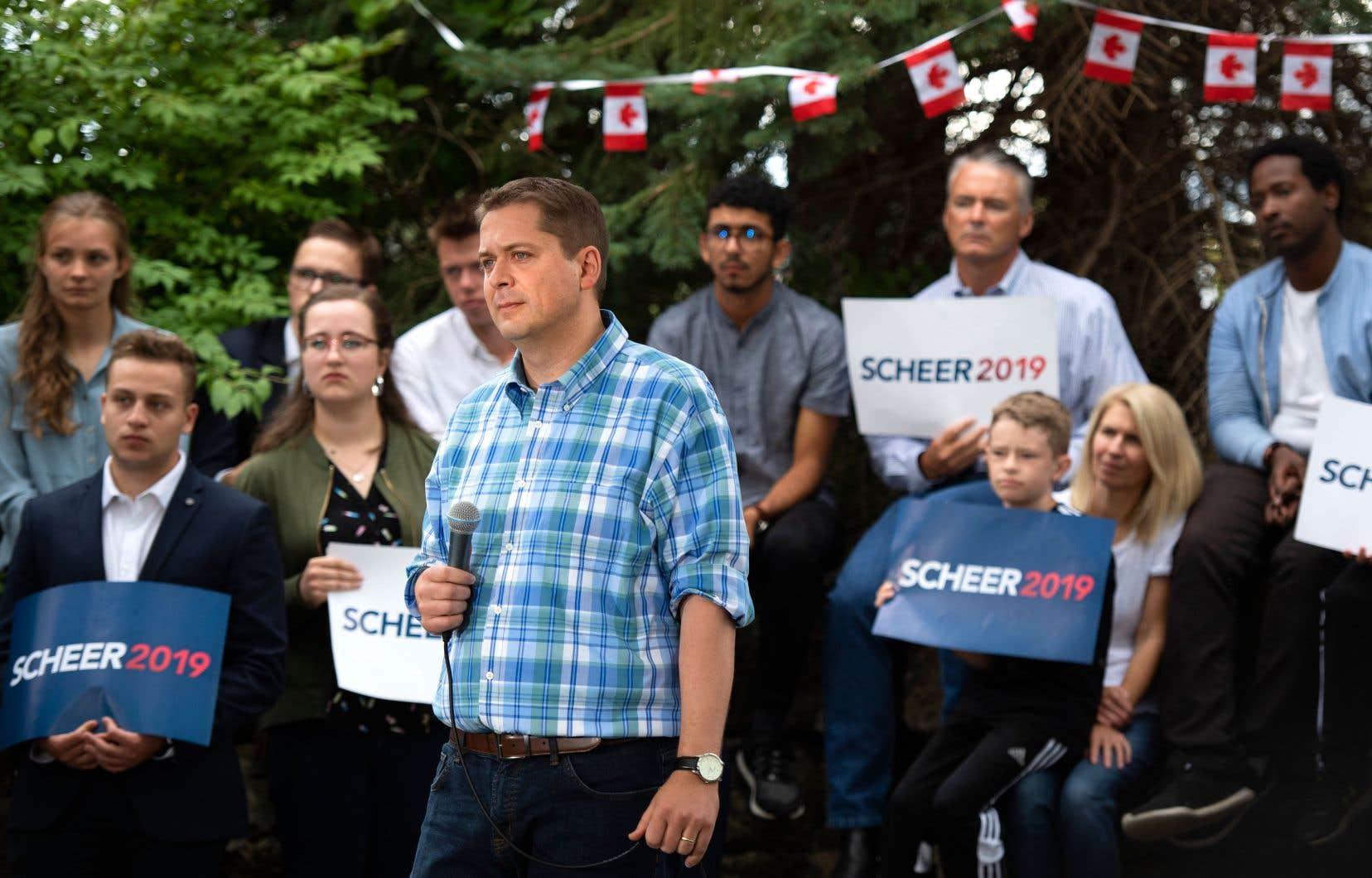 Le chef conservateur, Andrew Scheer, répond aux questions de la presse, à Ottawa samedi dernier.