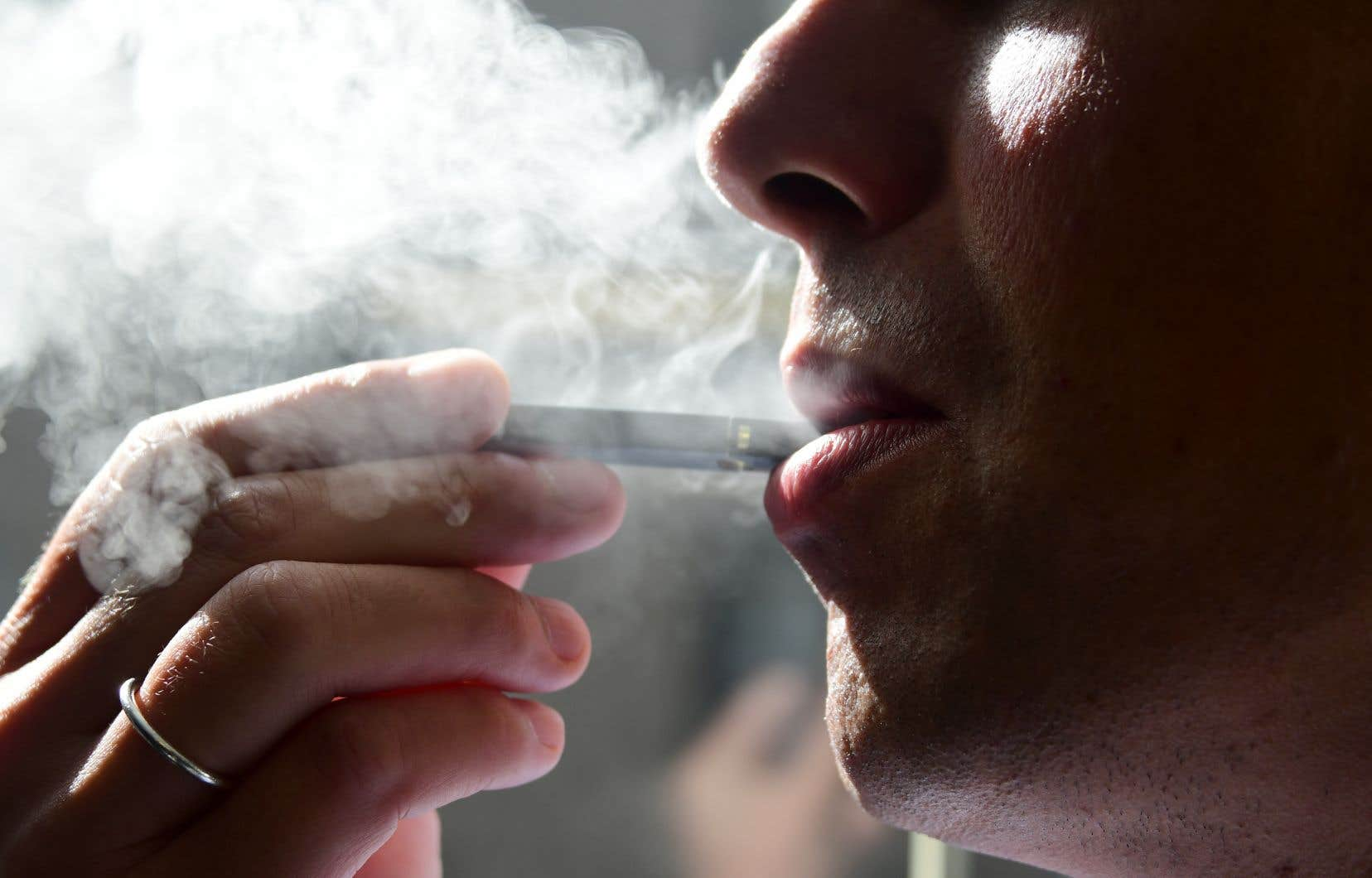 Santé Canada avait récemment demandé aux vapoteurs de surveiller tout symptôme respiratoire suspect après qu'une vague de cas eut émergé aux États-Unis.