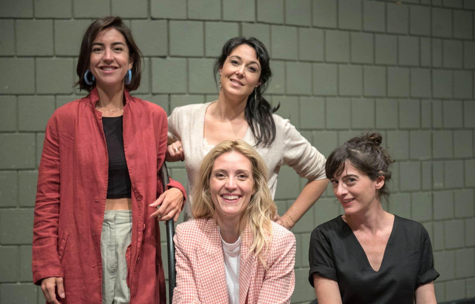À l'arrière: la comédienne Alice Pascual et l'instigatrice du projet, Claudia Larochelle. À l'avant: la comédienne Evelyne Brochu et la metteure en scène Alexia Bürger.