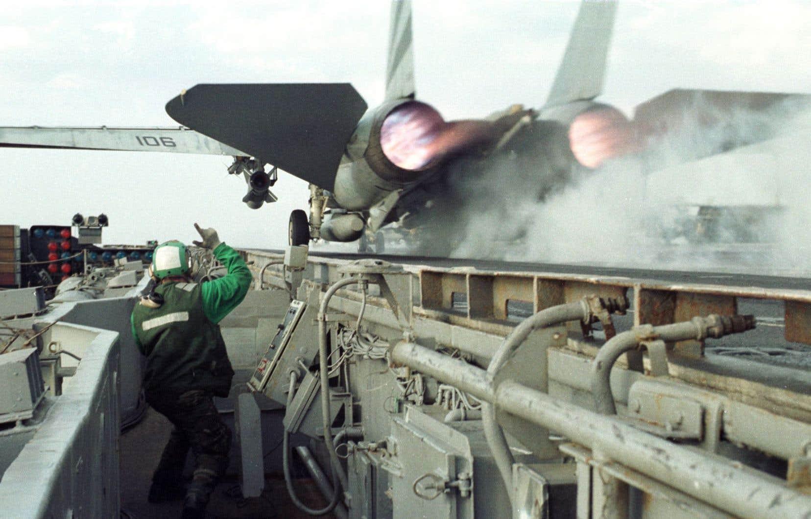 «L'armée des États-Unis est l'institution qui produit le plus de gaz à effet de serre dans le monde», soulignent les auteurs.