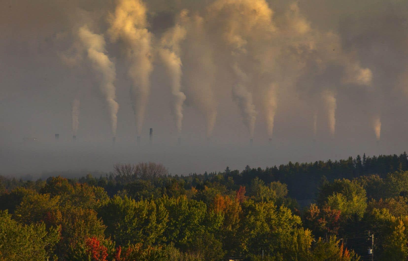L'atmosphère continue de recevoir sans relâche chaque année les gigantesques émissions mondiales de dioxyde de carbone (CO2) et de méthane (CH4), entre autres gaz responsables de l'effet de serre.